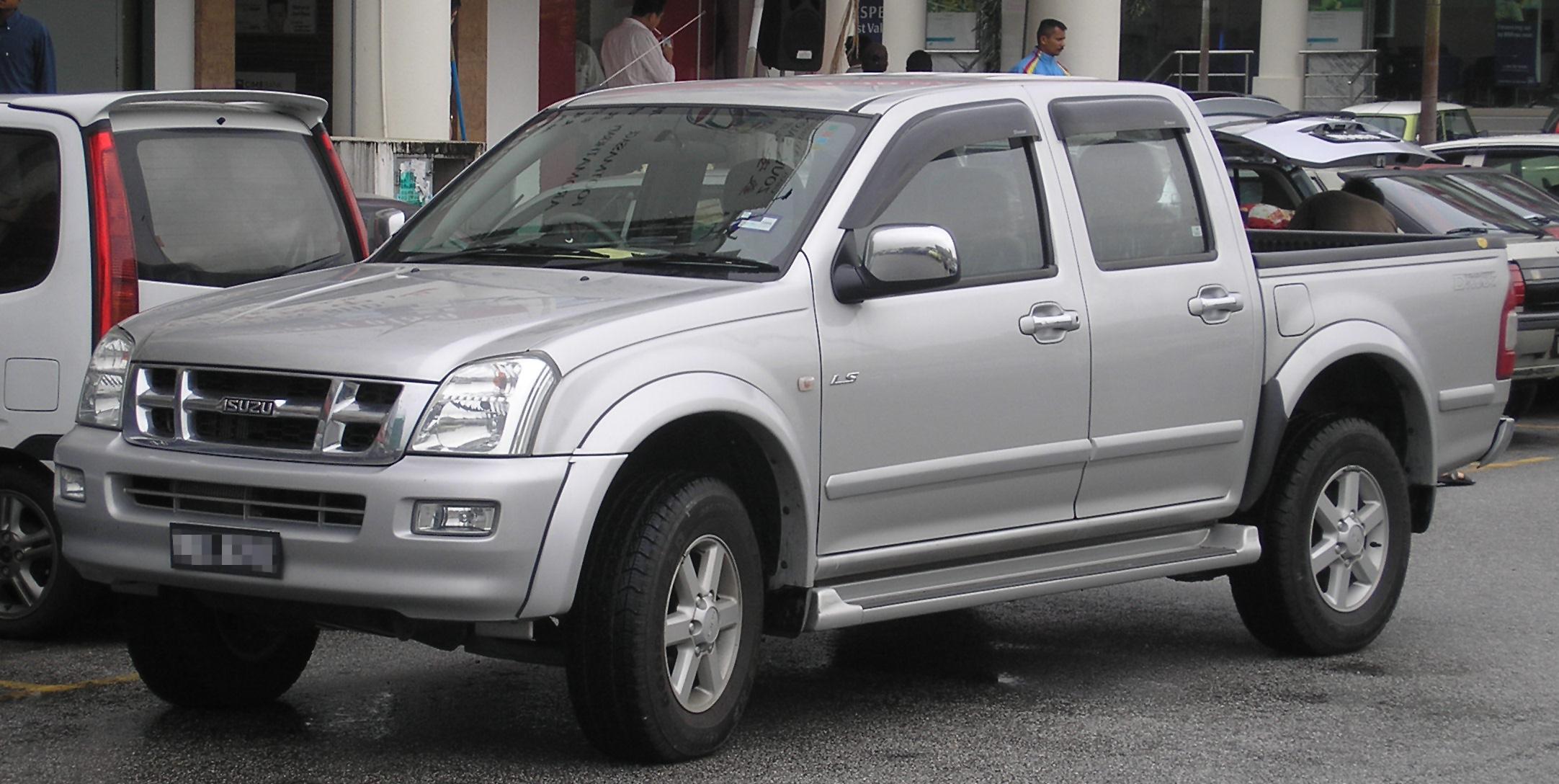 Description Isuzu D-Max (first generation) (front), Serdang.jpg