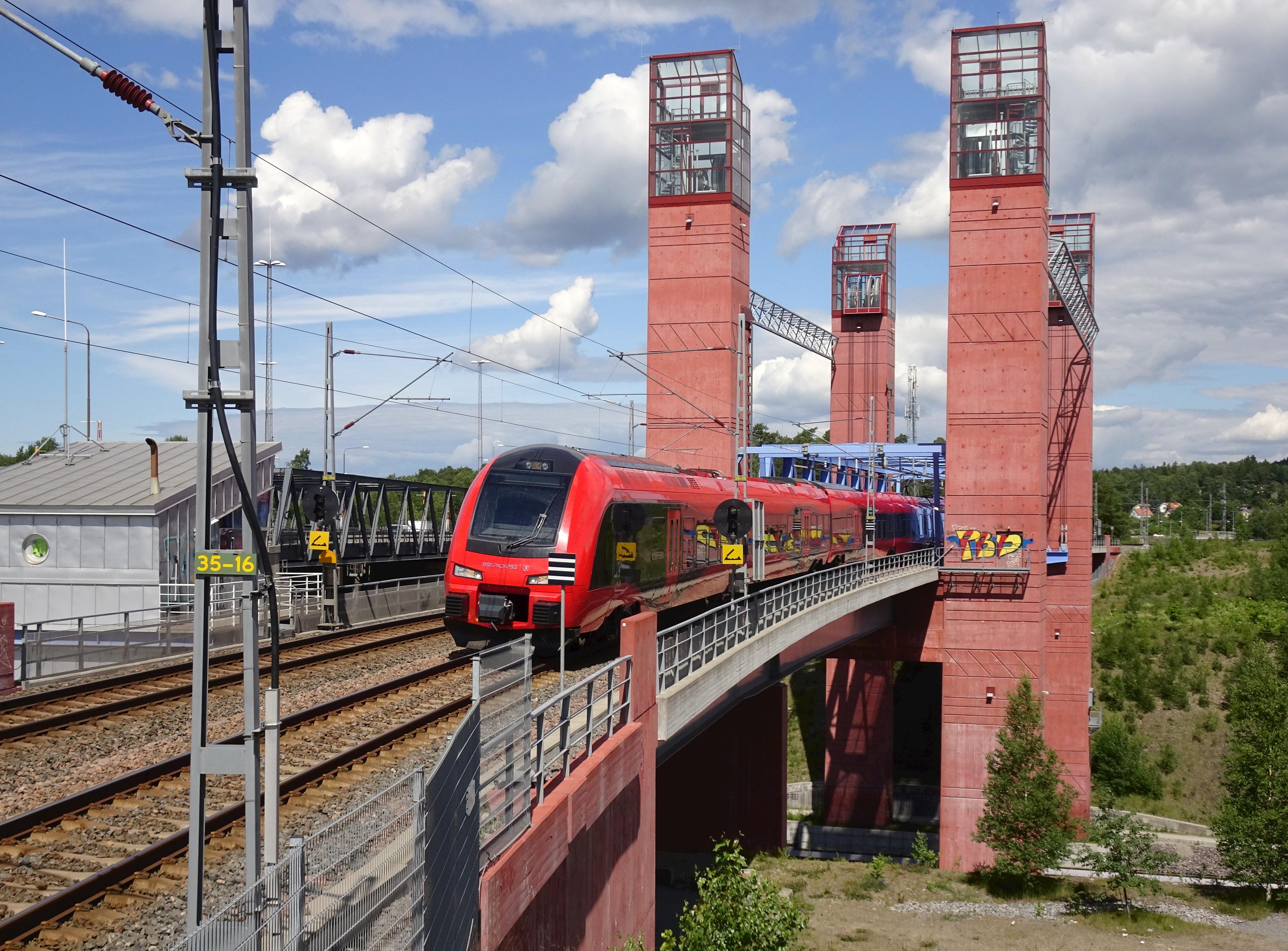 File:Järnvägsbron, Södertälje kanal, 2017.jpg - Wikimedia ...
