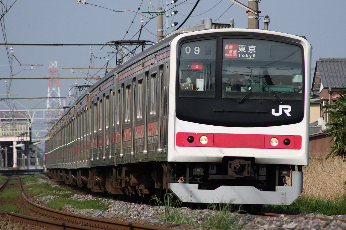 https://upload.wikimedia.org/wikipedia/commons/1/15/JRE_205-KeiyouLine_Commuter_Special_Rapid.jpg