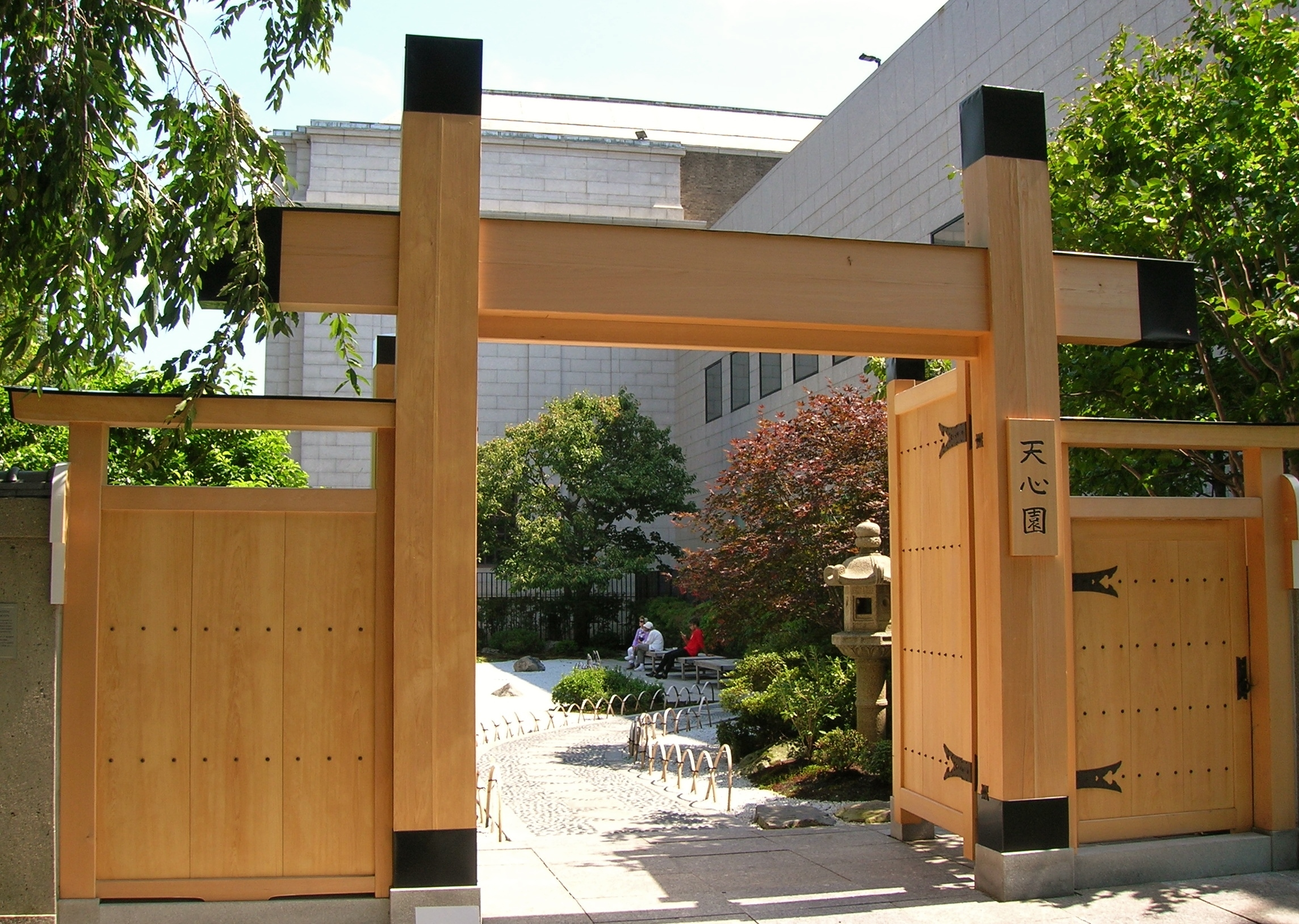File:Japanese Gate And Garden At Boston Museum Of Fine Arts   August 15,