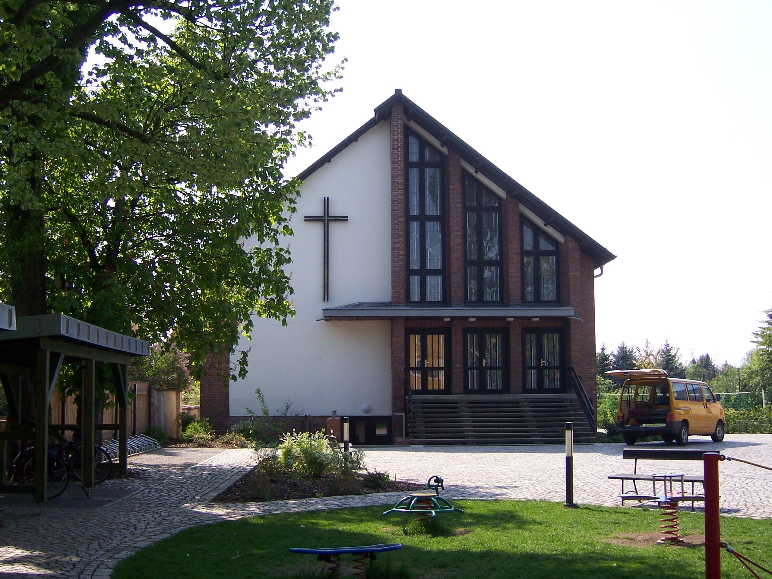 File:Kirche Heilige Familie Dresden.JPG - Wikimedia Commons