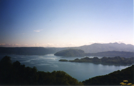 http://upload.wikimedia.org/wikipedia/commons/1/15/Lac_towada.jpg