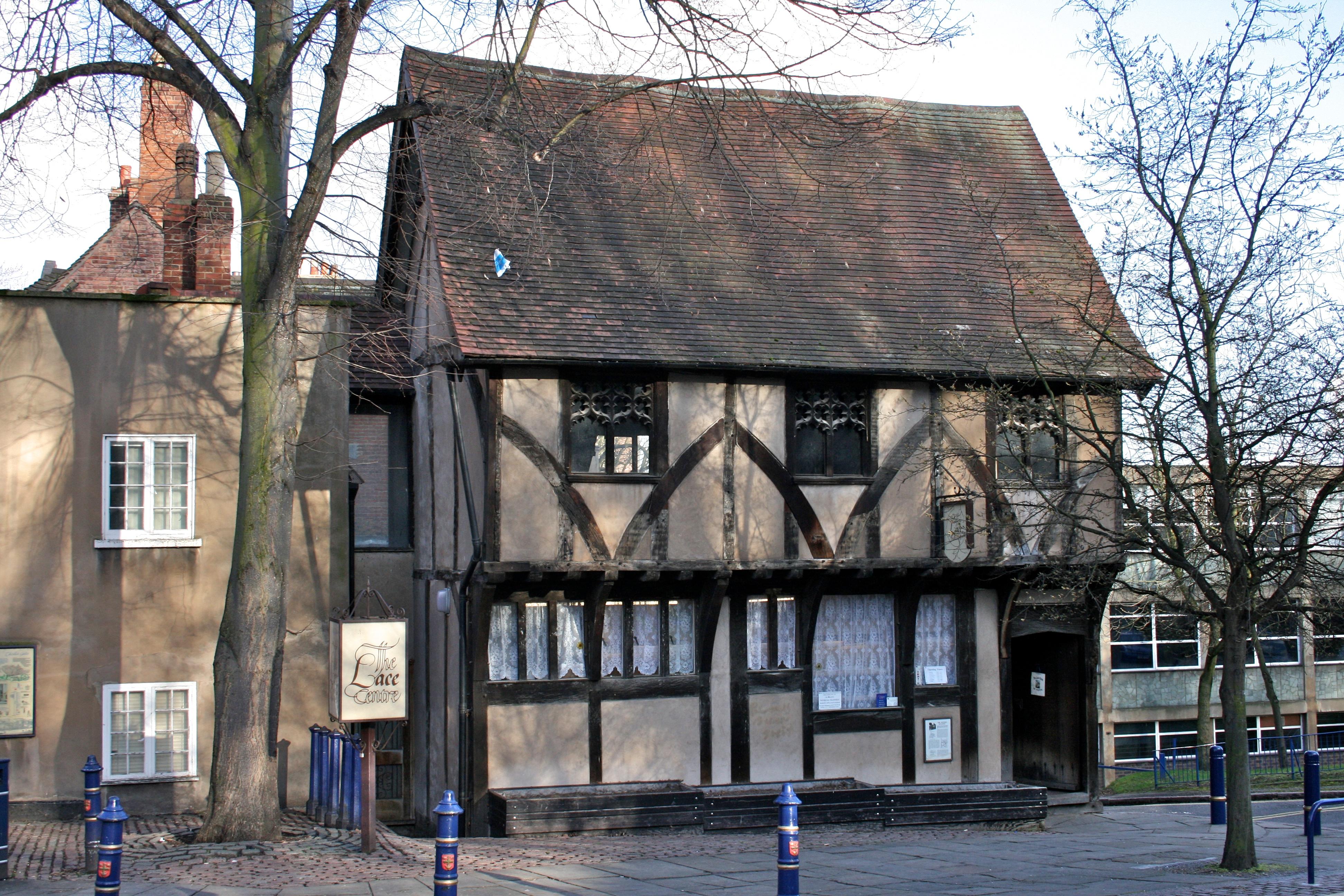 File lace centre nottingham wikimedia commons for Nottingham cottage interior
