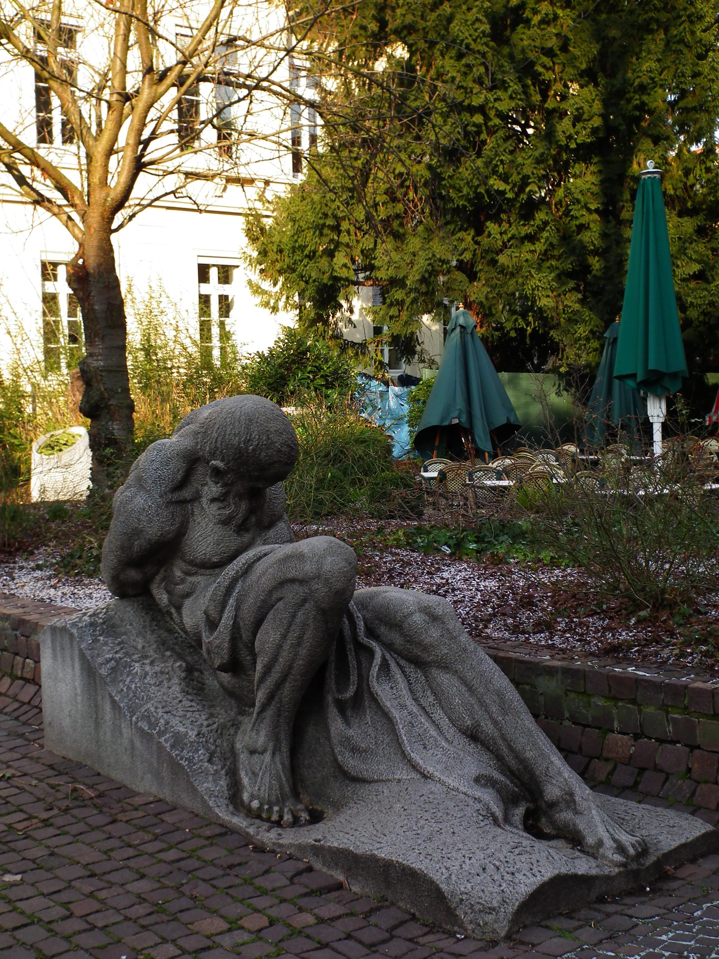 File:Männliche Skulptur Anatomiegarten Heidelberg 2012.JPG ...
