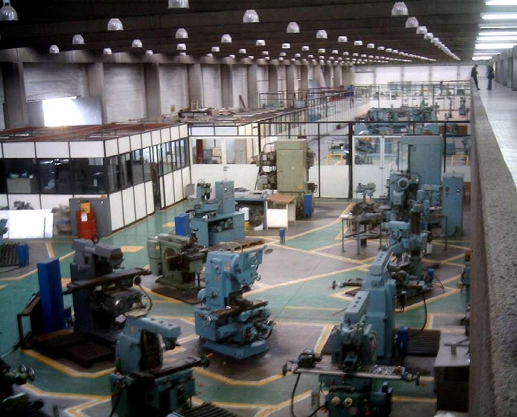File maquinas wikimedia commons for Herramientas de cocina industrial