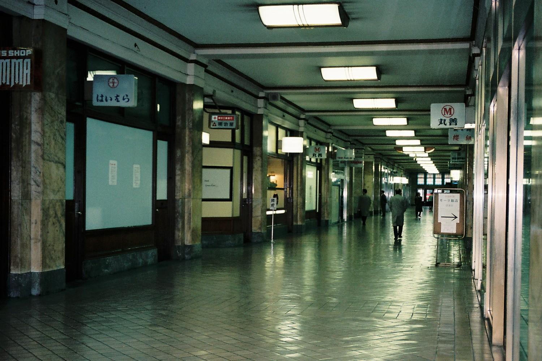 File marunouchi building 1997 wikimedia for Interior of a building