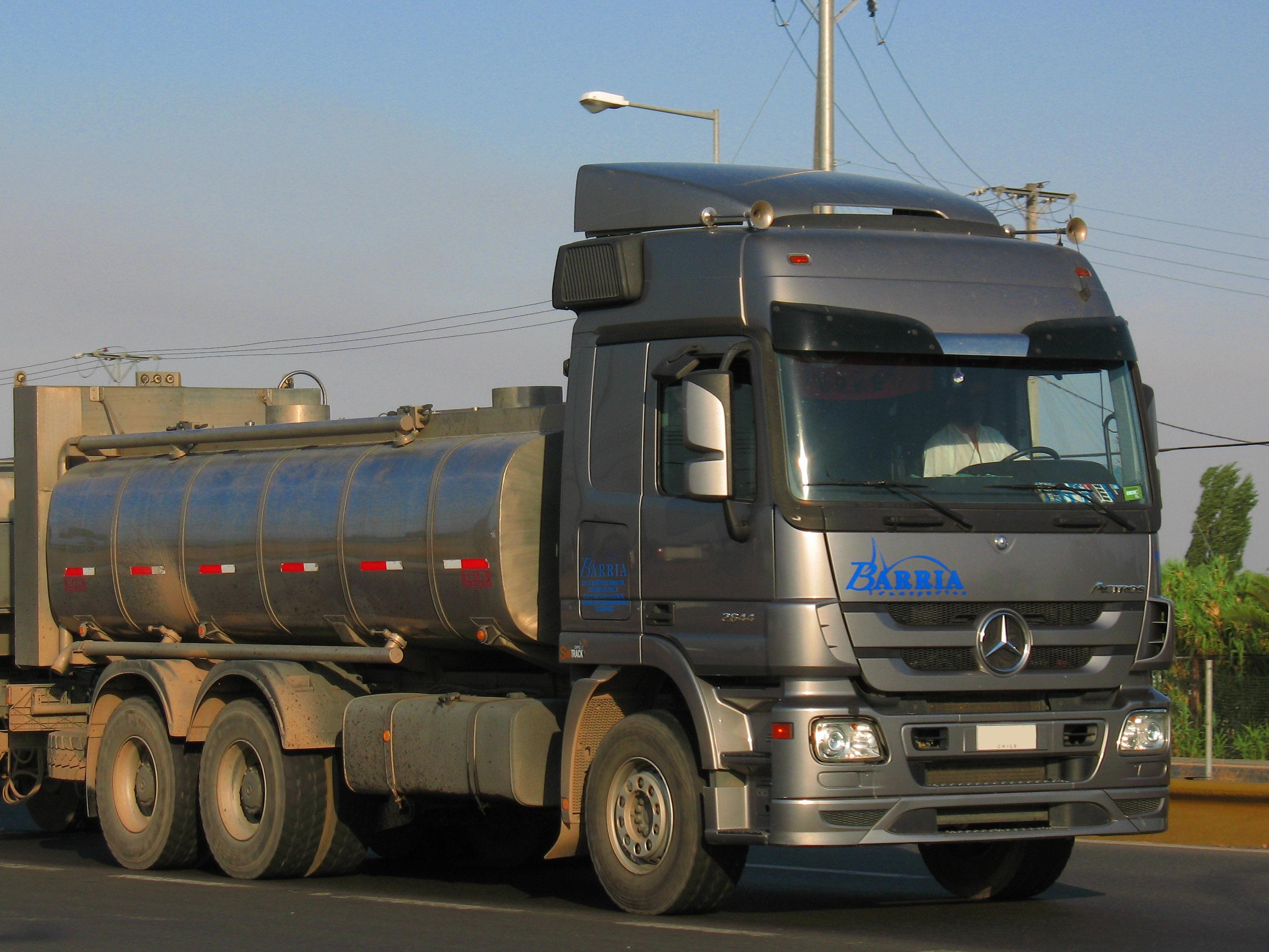File:Mercedes Benz Actros 2644 2011 (14955701090).jpg