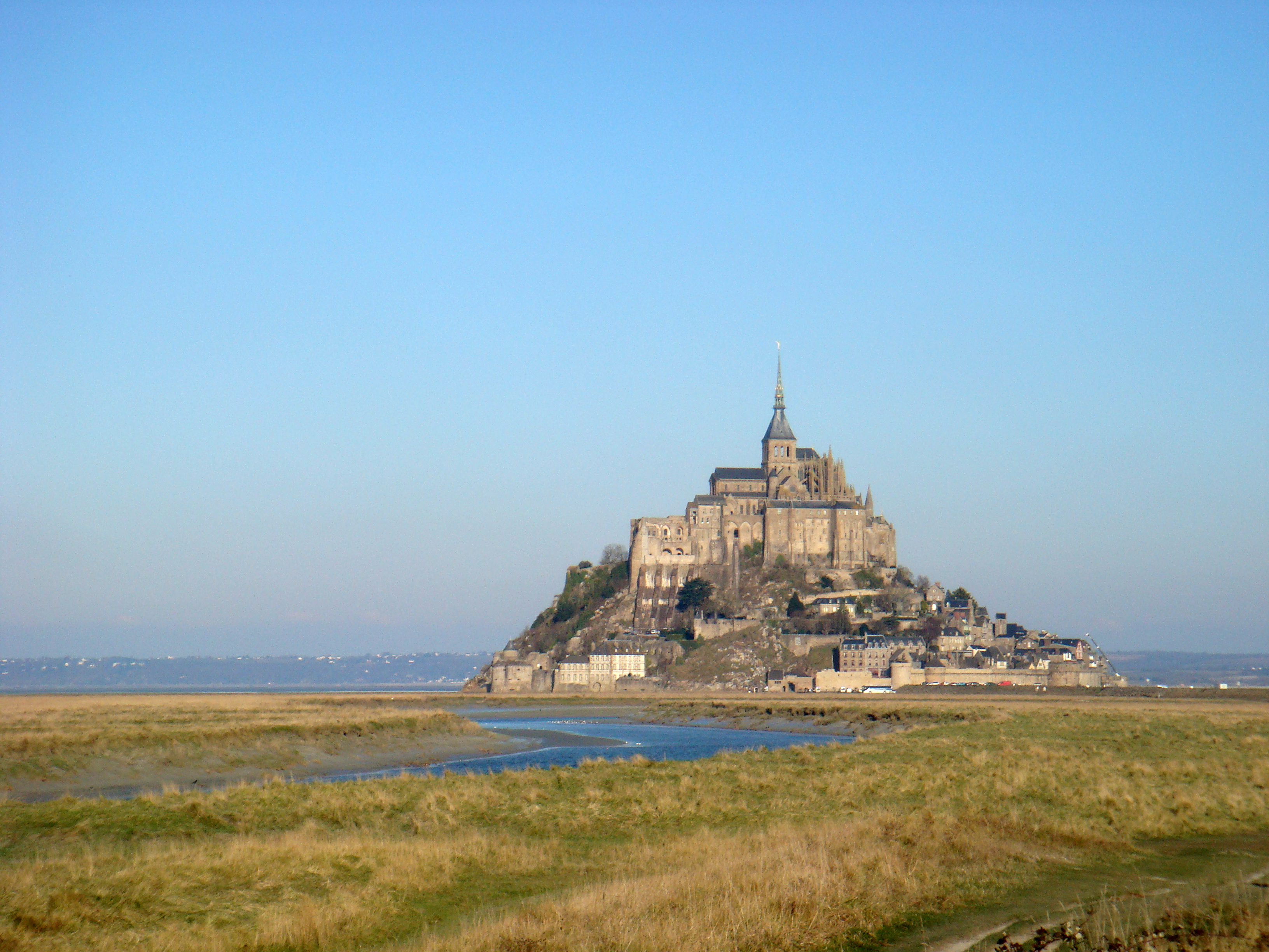 http://upload.wikimedia.org/wikipedia/commons/1/15/Mont_Saint_Michel_2009.JPG