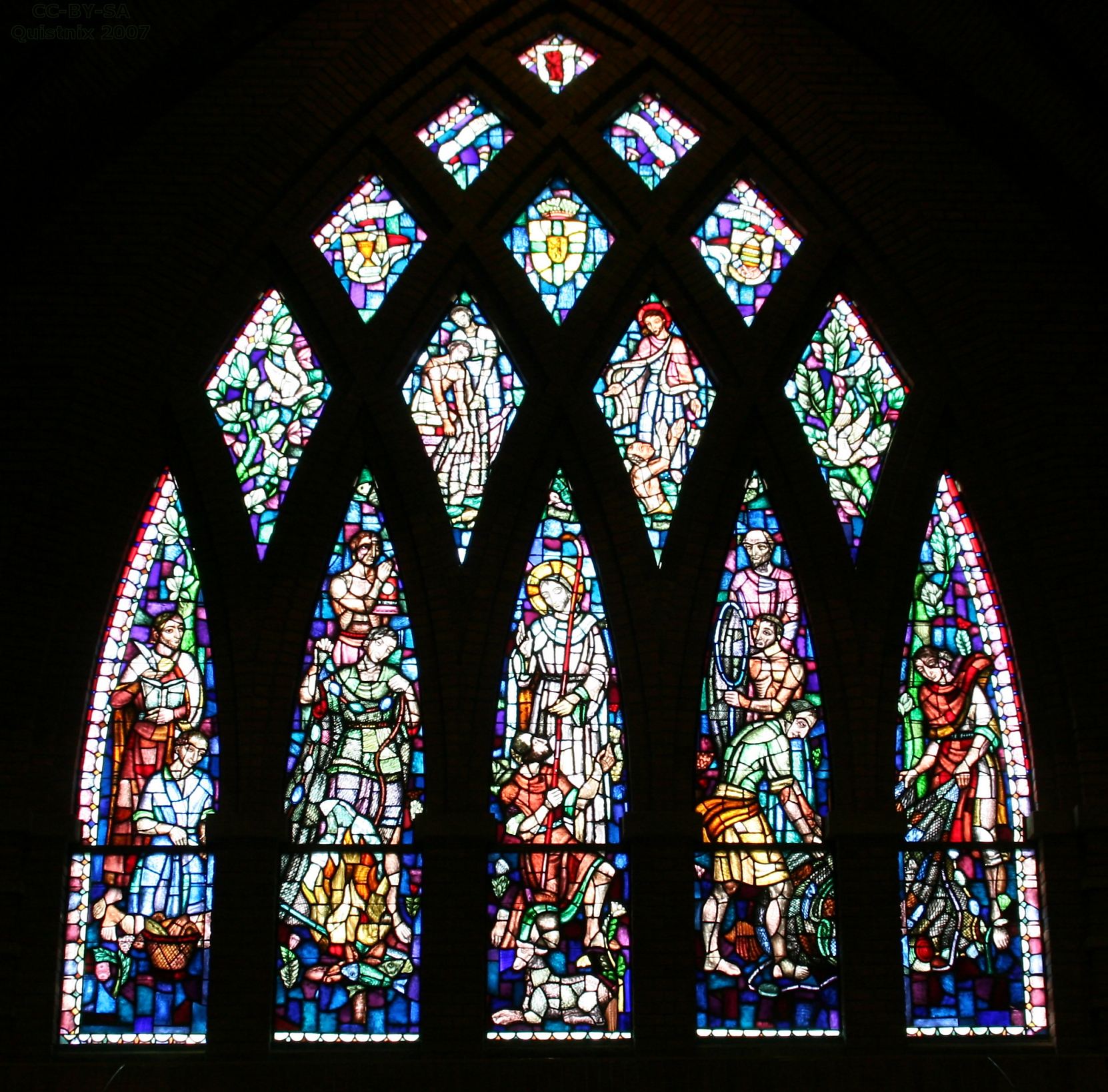 File Naaldwijk St Adrianuskerk glas in lood jpg   Wikimedia Commons