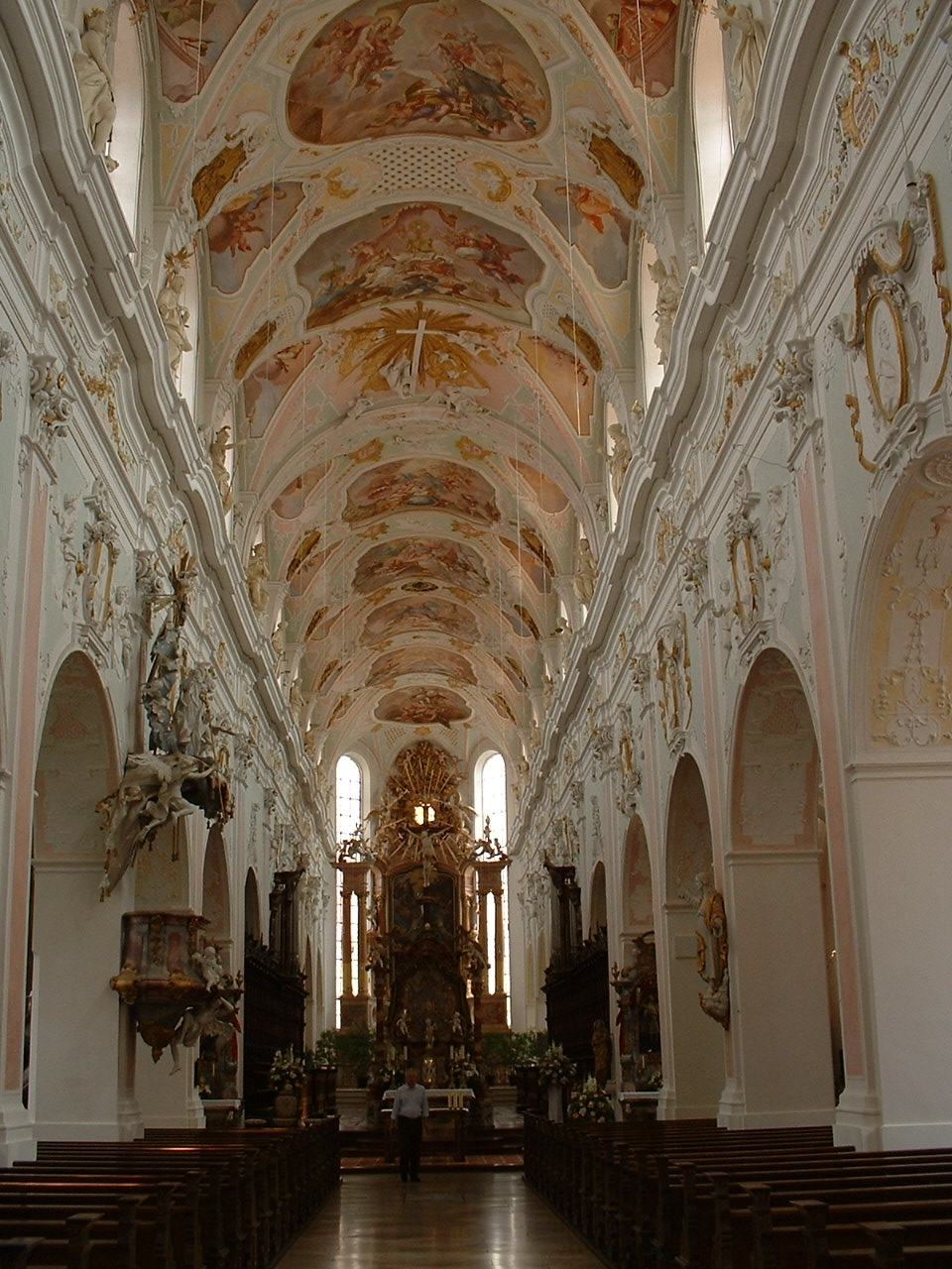 https://upload.wikimedia.org/wikipedia/commons/1/15/Ochsenhausen_Abbey_church_interior_01.JPG