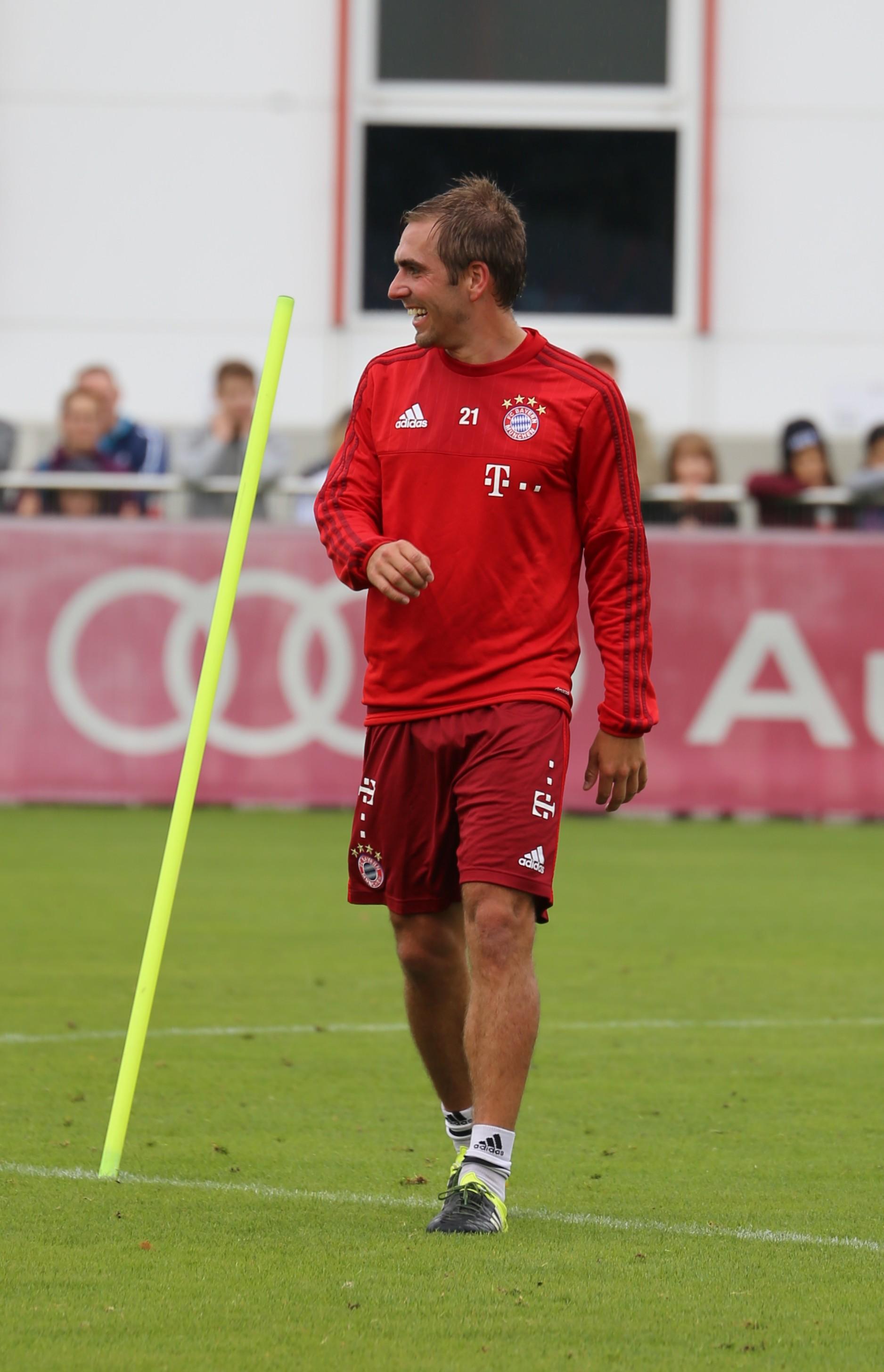File Philipp Lahm Training FC Bayern München 5 Wikimedia Mons