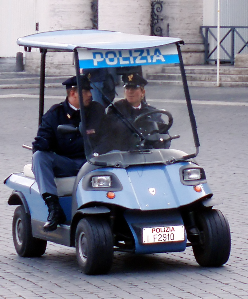 """Italienisches Polizeifahrzeug des Aufsichtsamtes für Öffentliche Sicherheit """"Vatikan""""."""