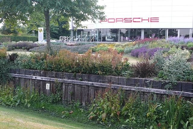 File:Porsche, Theale - geograph.org.uk - 883415.jpg