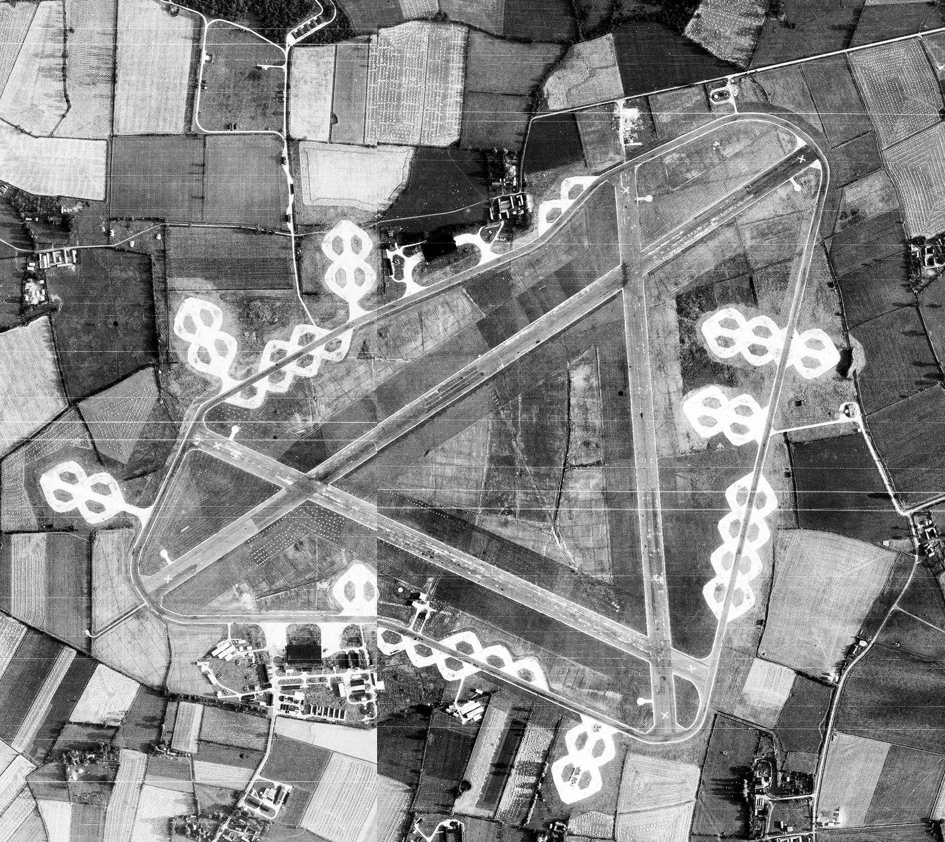 https://upload.wikimedia.org/wikipedia/commons/1/15/RAF_Fersfield_-_29_Aug_1946_Airfield.jpg