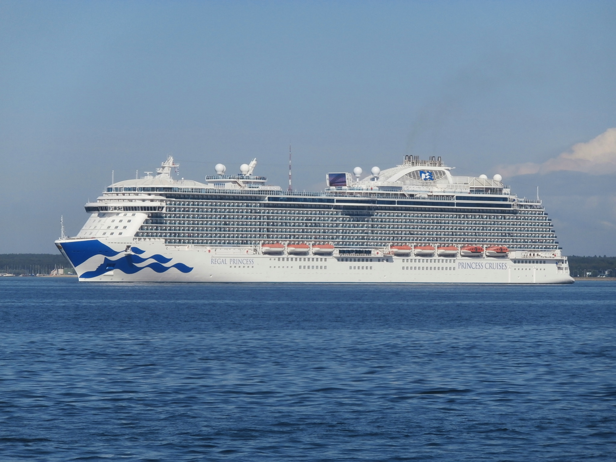 File Regal Princess Turning To Starboard Side In Tallinn