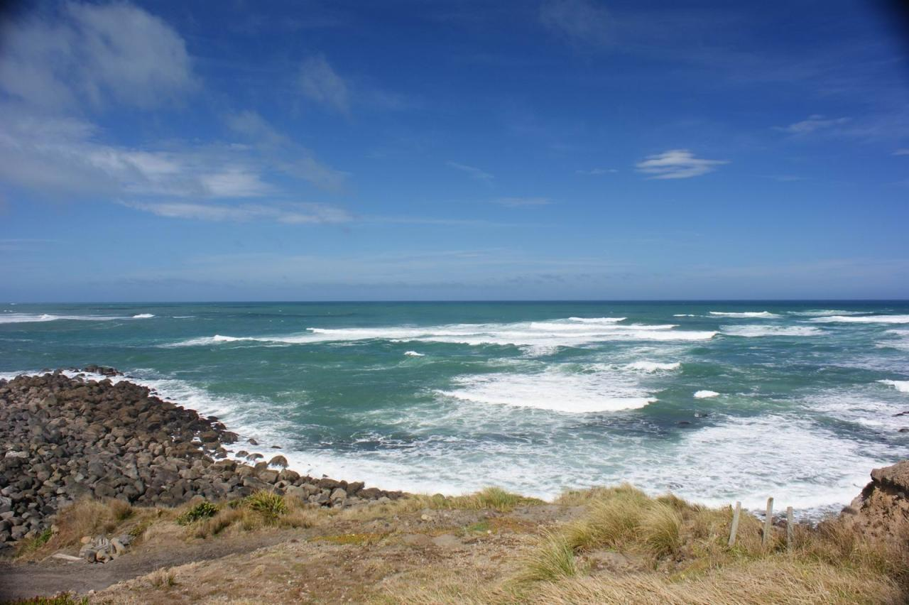 File:rocky Shoreline at