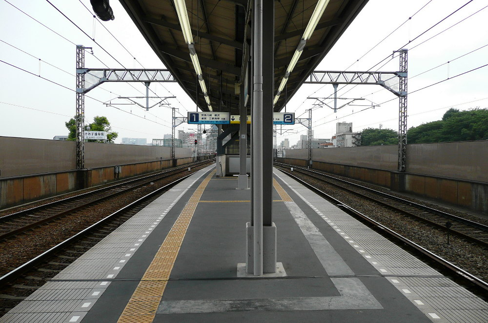 https://upload.wikimedia.org/wikipedia/commons/1/15/Samezu_station_platform.jpg