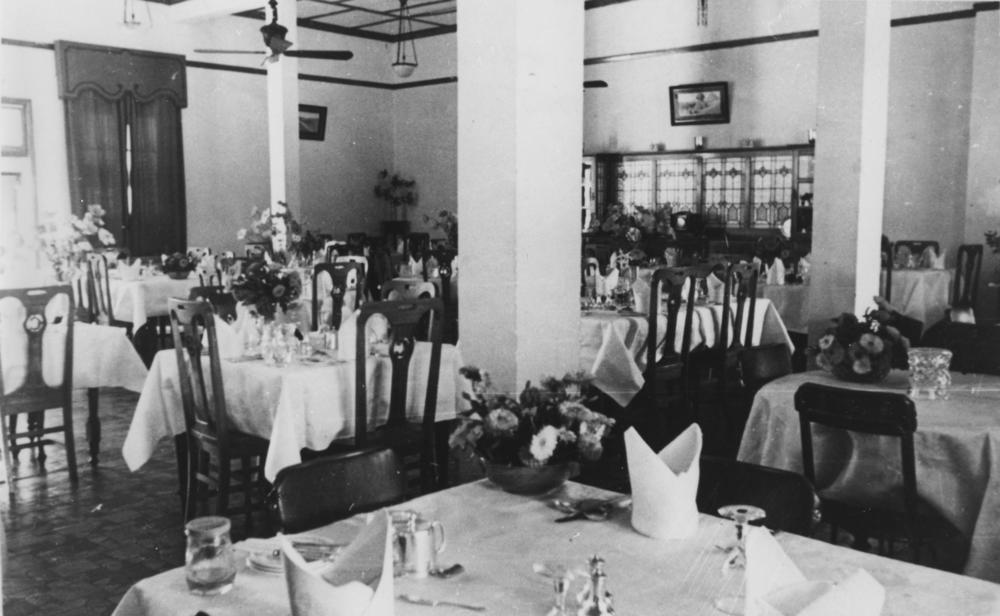 File Statelibqld 1 102332 Dining Room Of The Hotel Corones