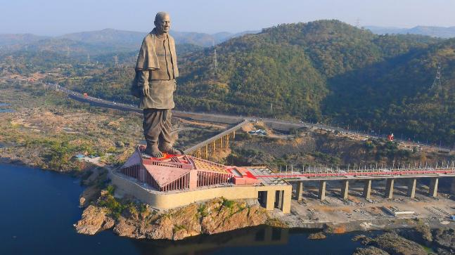 Luchtfoto Statue of Unity in 2018