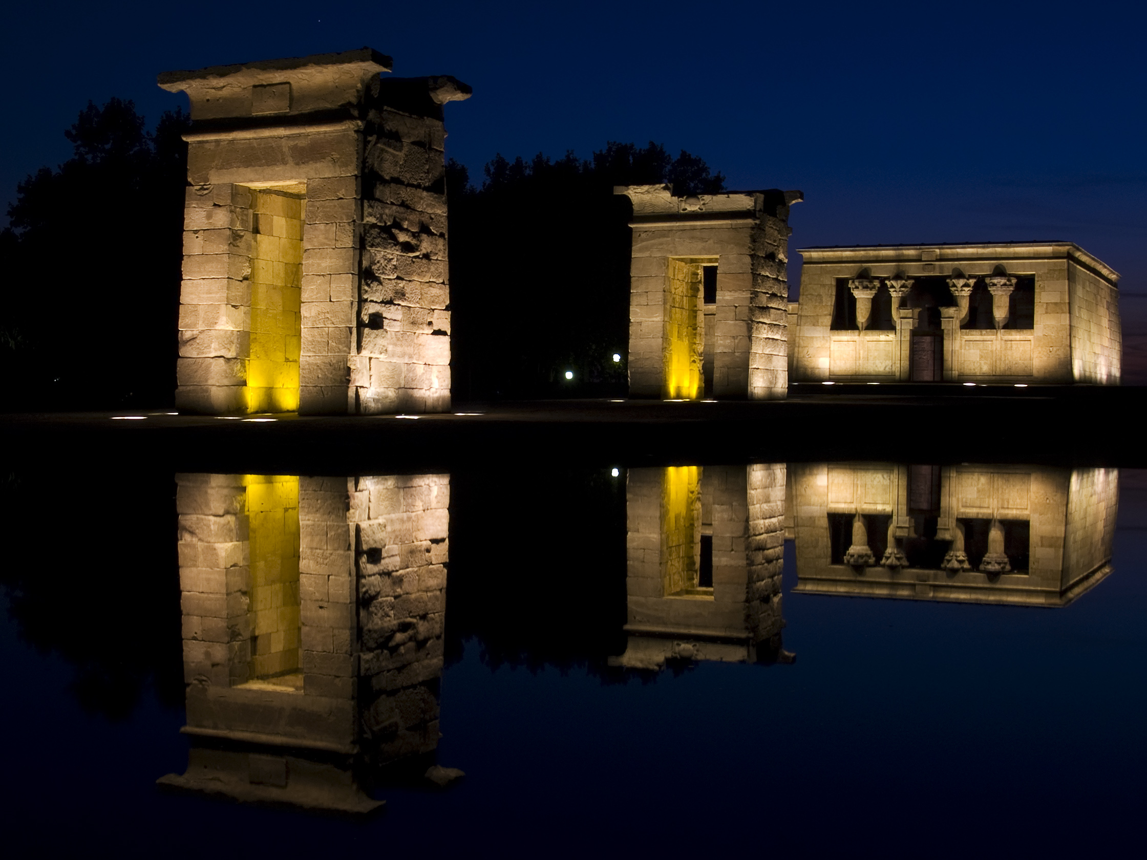 File:Templo de Debod (Madrid) 18.jpg
