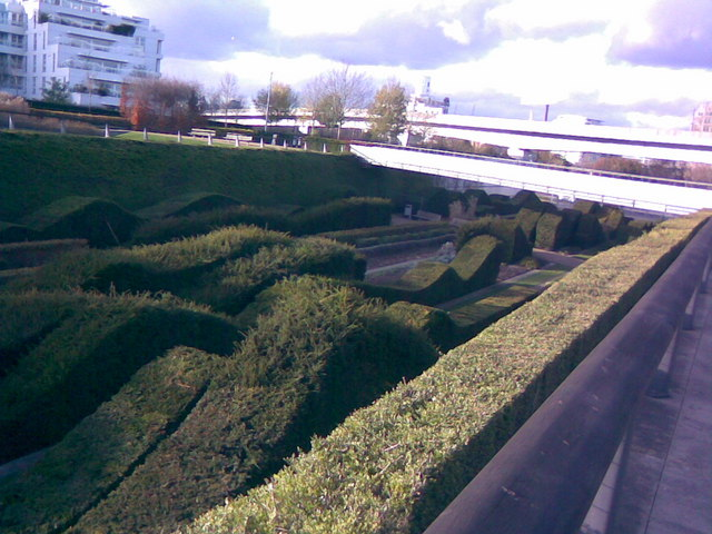 "File:The ""wavy hedge maze"" in Silvertown - geograph.org.uk - 1596712.jpg"
