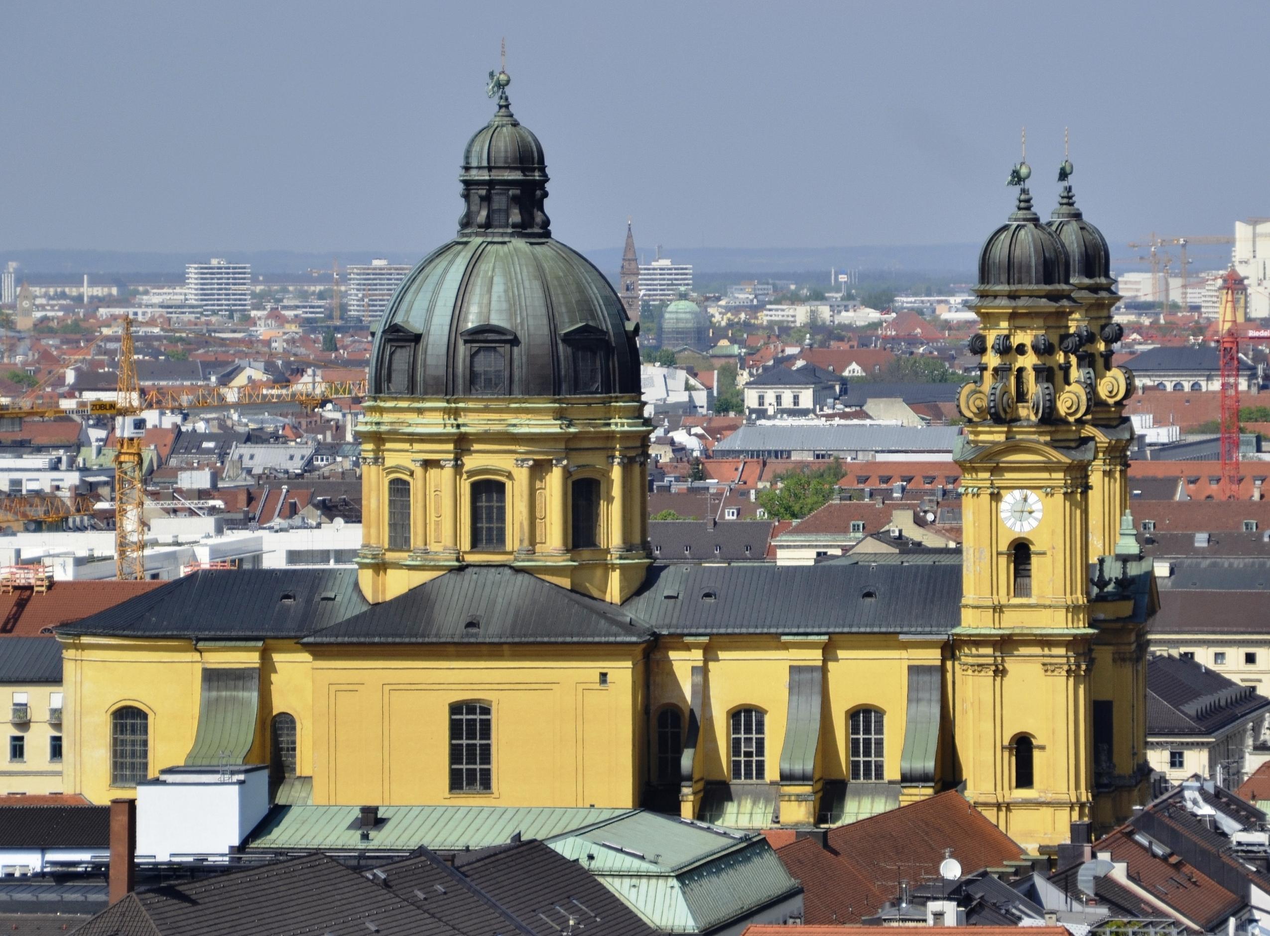 Theatinerkirche München 2014.jpg