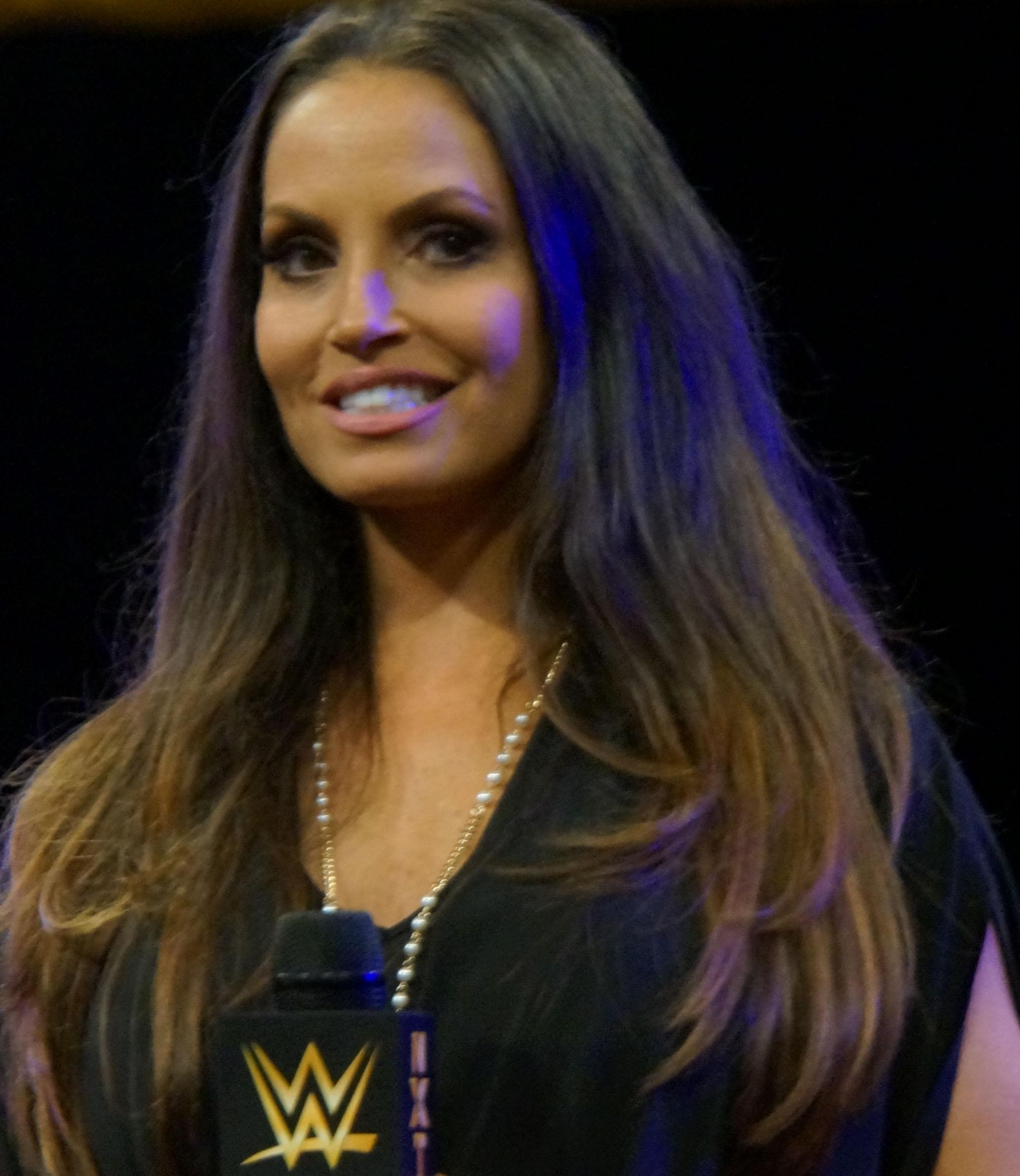 che è WWE Layla dating nella vita reale buoni appuntamenti foto profilo