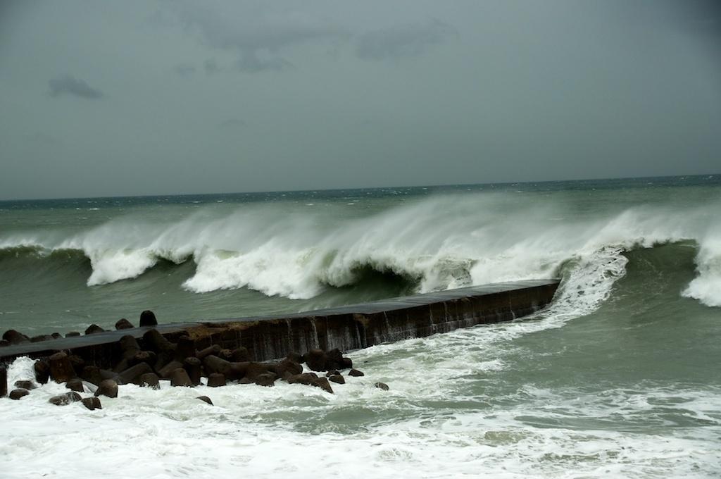 Filetyphoon talas waves near minamiawaji shi hyogo prefecture filetyphoon talas waves near minamiawaji shi hyogo prefecture japang publicscrutiny Images