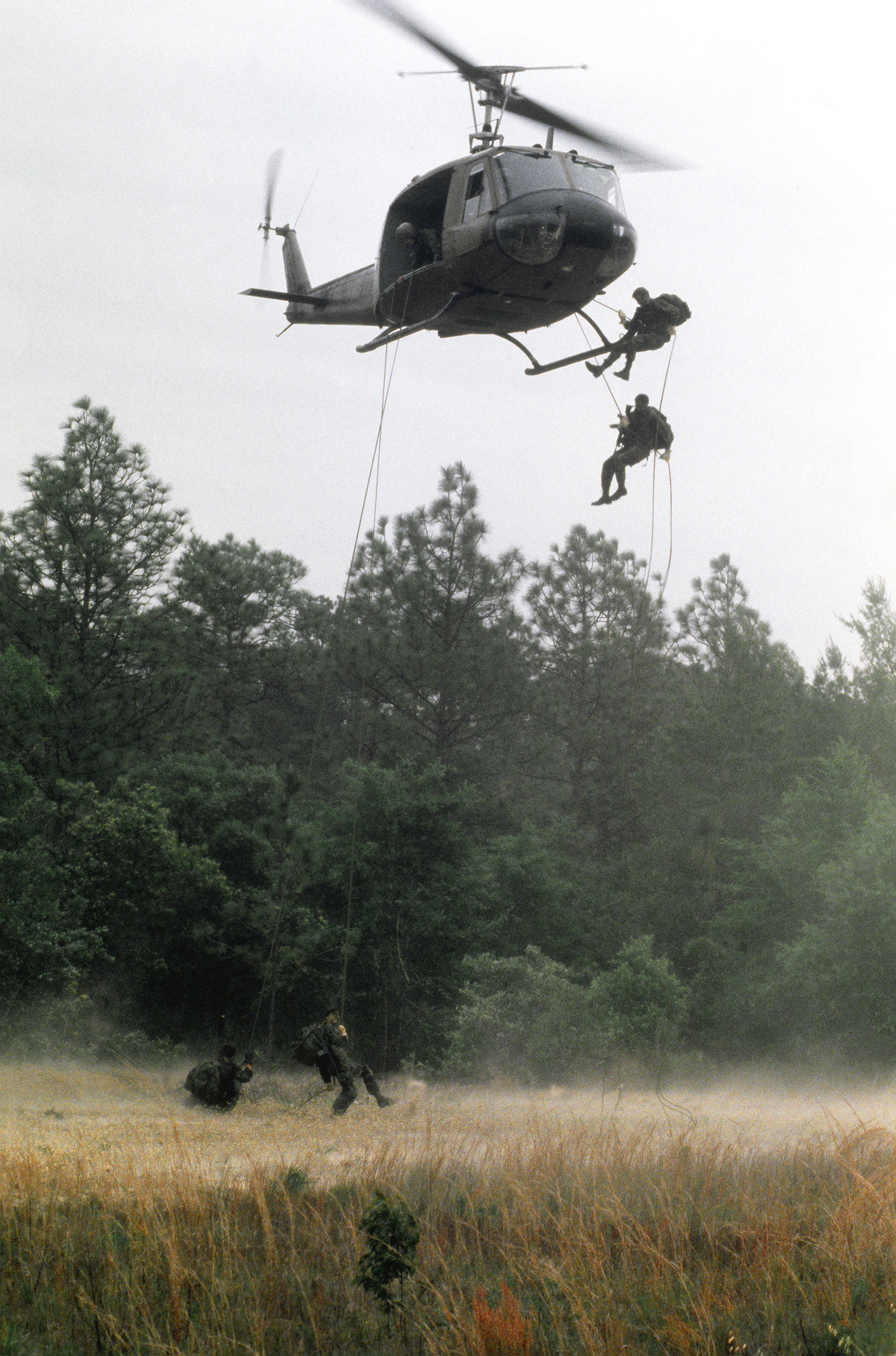Soldiers leap out of helicopter using ropes