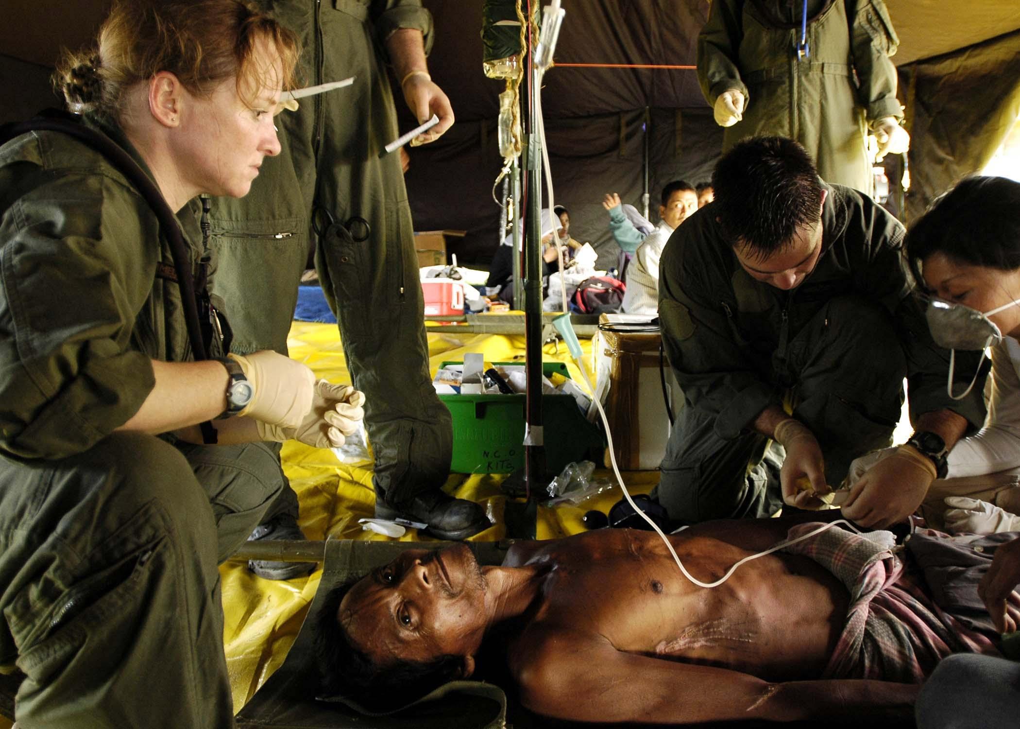 File:US Navy 050103-N-4166B-479 U.S. Navy Hospital Corpsman 1st ...