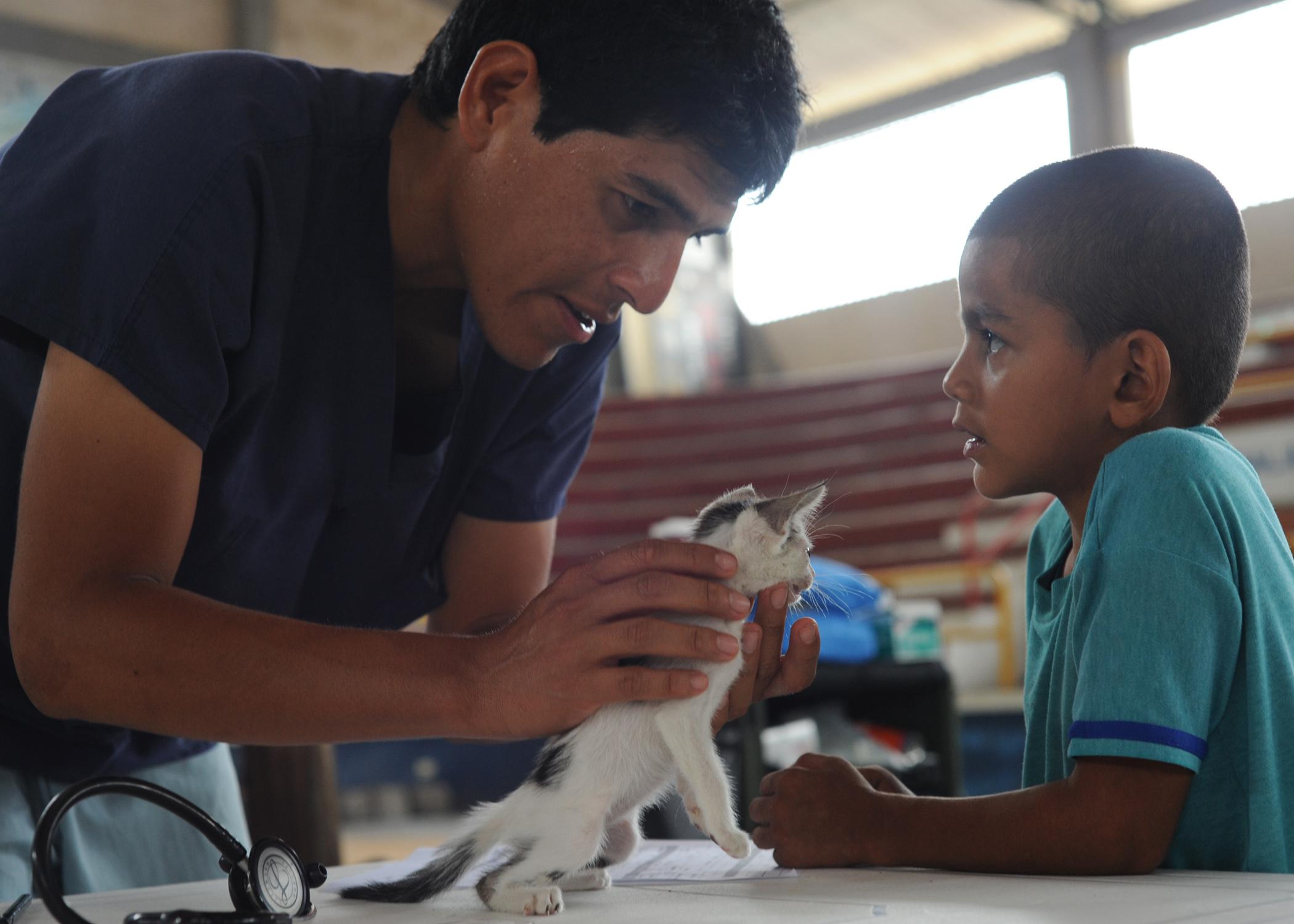 File:US Navy 110605-N-NY820-284 Dr. César Jayashi Flores examines ...