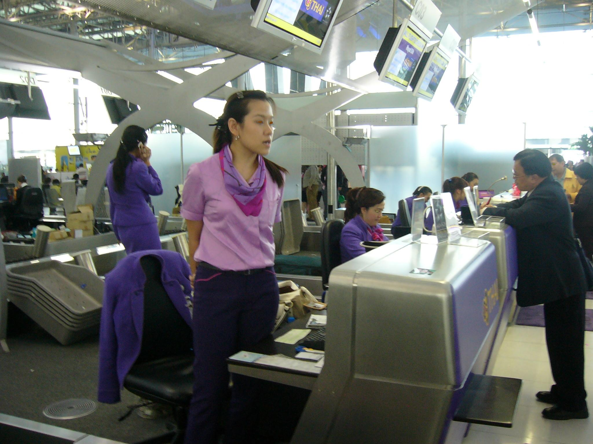 File Vtbs Thai Check In Counters Jpg Wikimedia Commons
