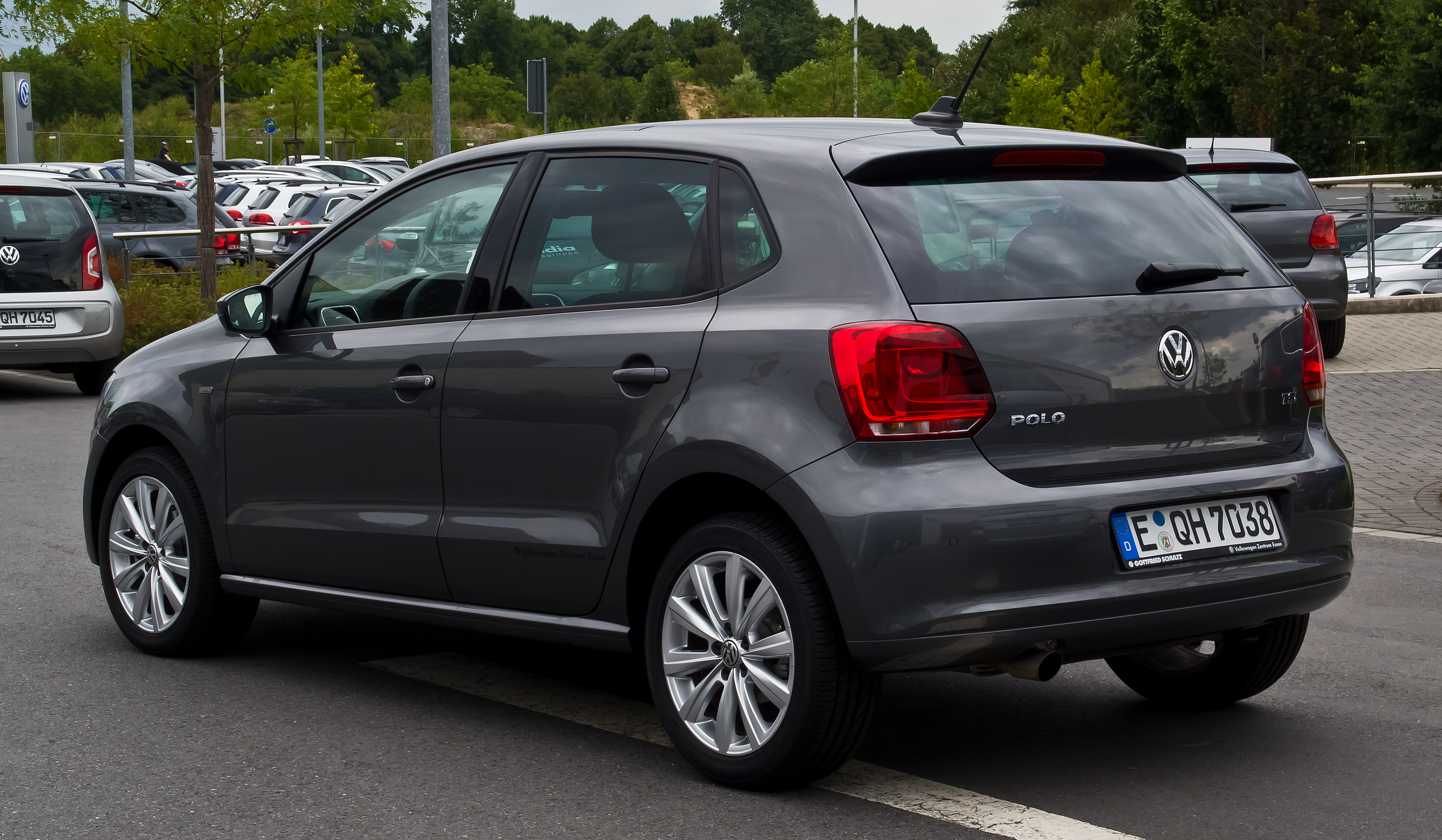 file vw polo 1 2 tsi life v heckansicht 11 august 2013 wikimedia commons. Black Bedroom Furniture Sets. Home Design Ideas