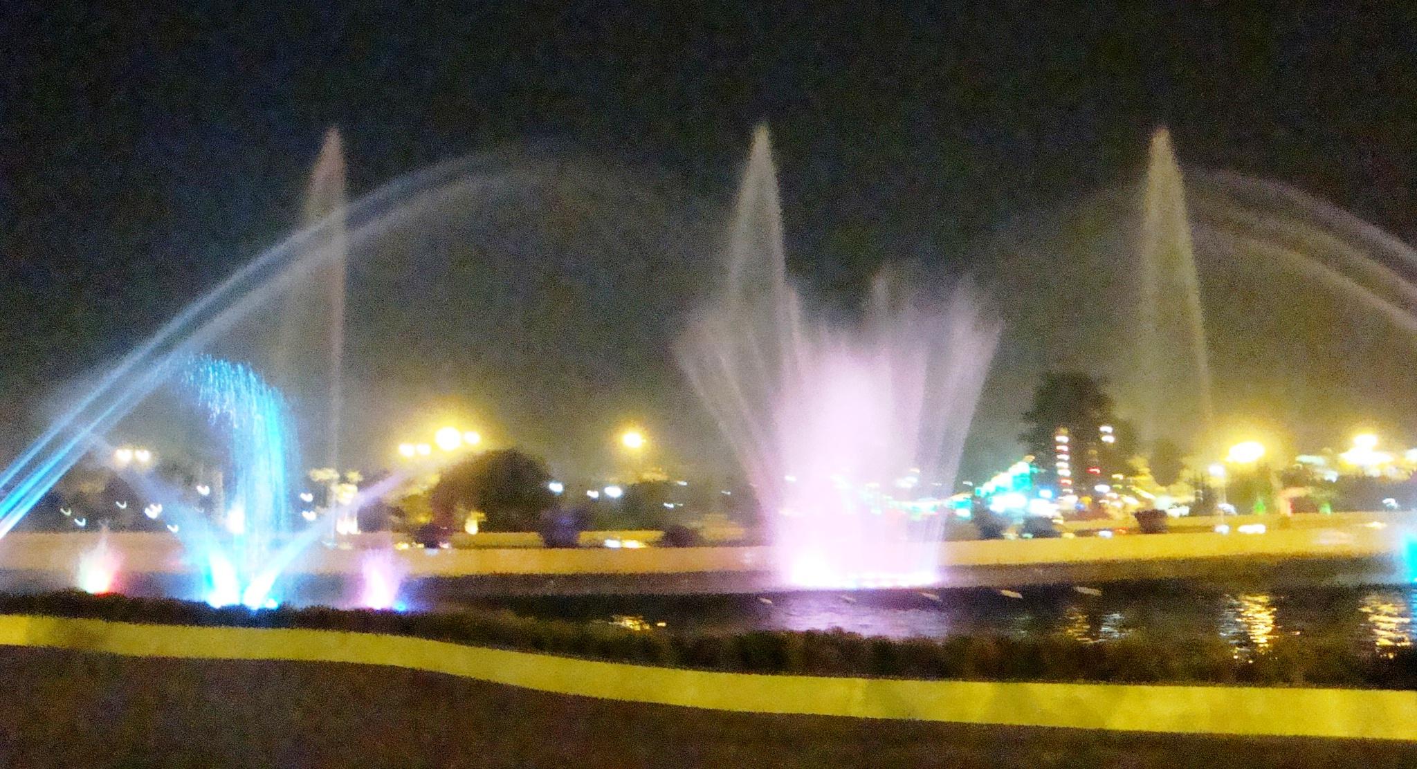 File:Water Fountain Garden 02