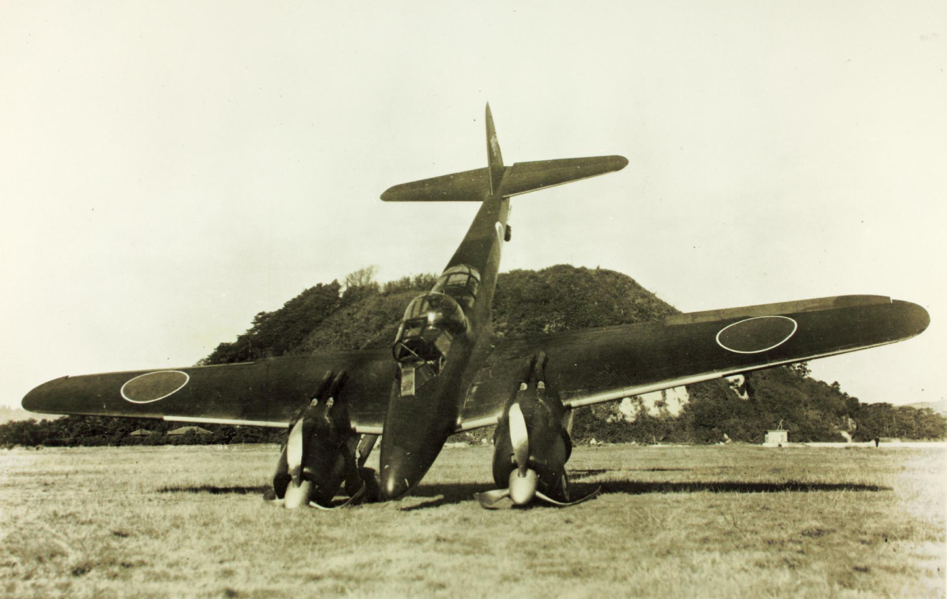 https://upload.wikimedia.org/wikipedia/commons/1/15/Wrecked_Nakajima_J1N1-R_Gekko_on_airfield_1945.jpg