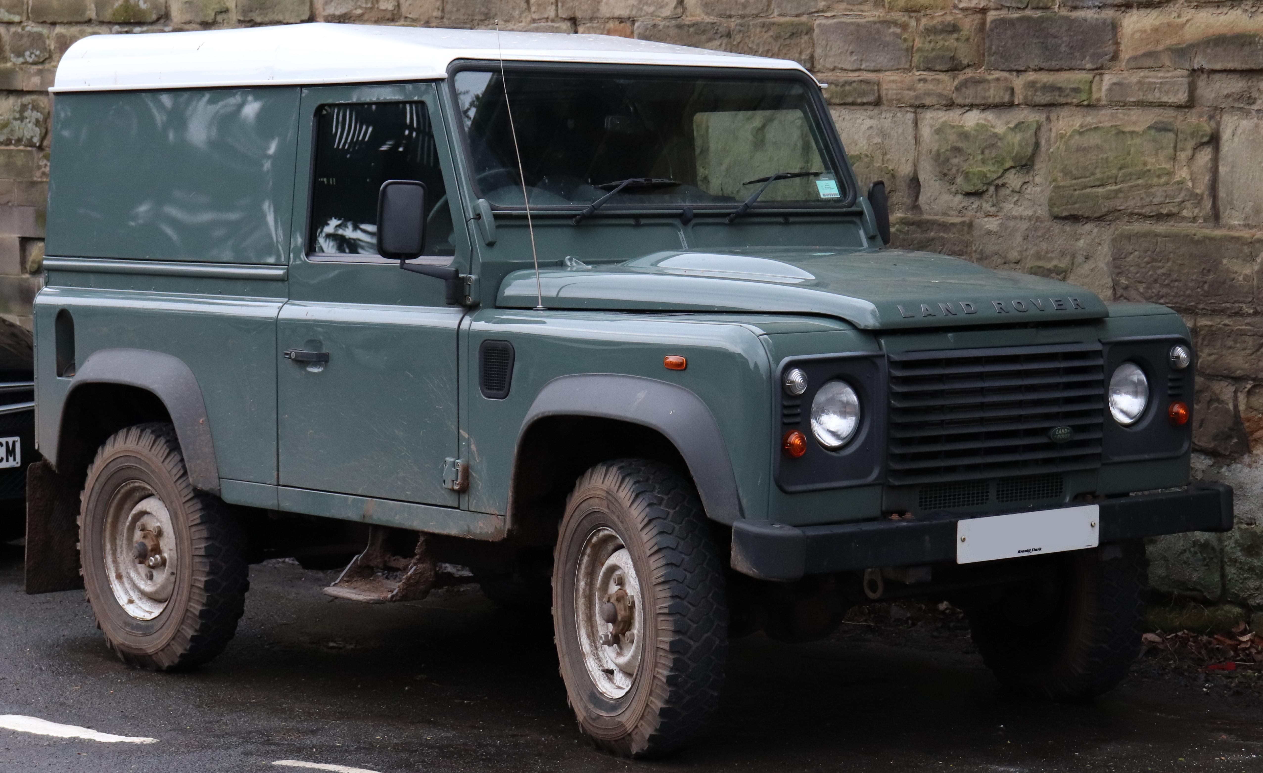 https://upload.wikimedia.org/wikipedia/commons/1/16/2013_Land_Rover_Defender_90_Hardtop_TD_2.2.jpg