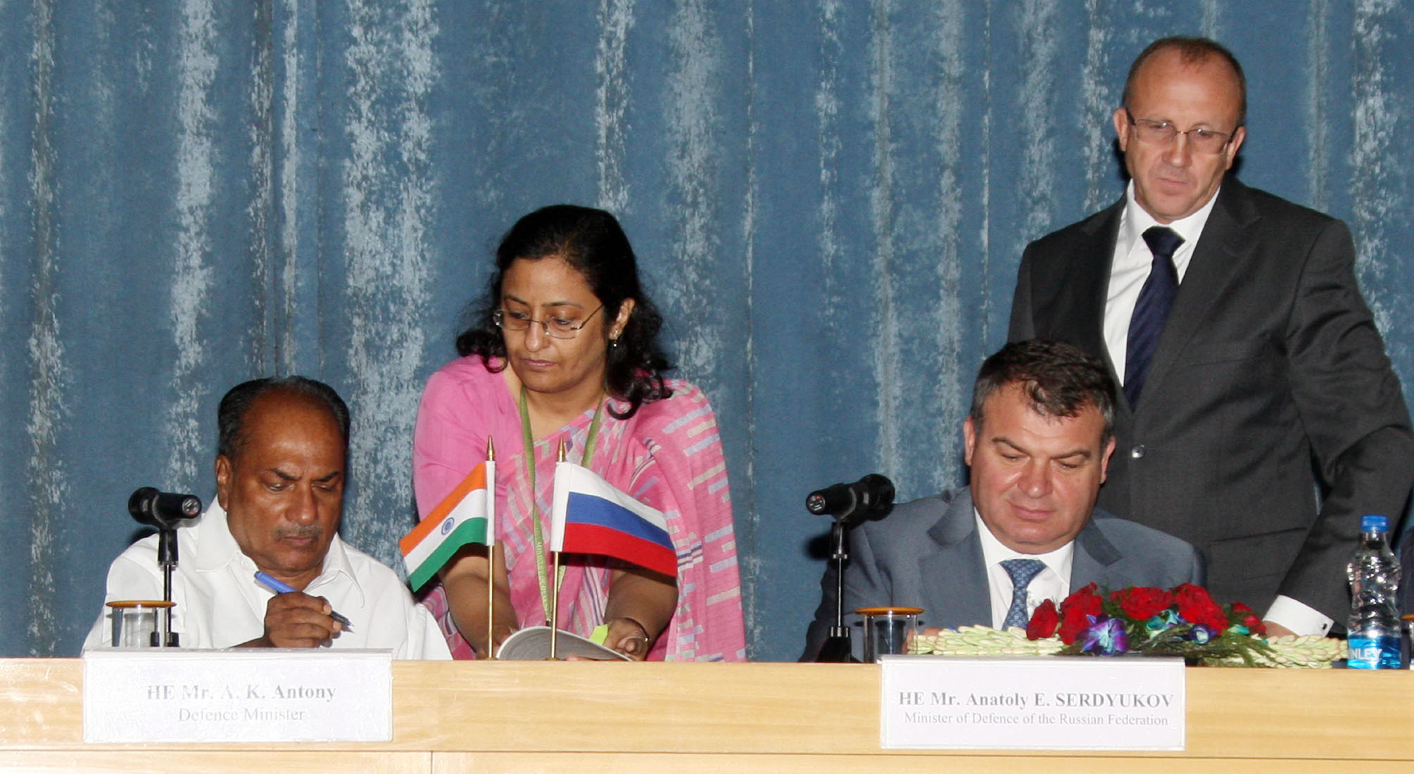 File:A  K  Antony and the Russian Defence Minister, Mr  A E