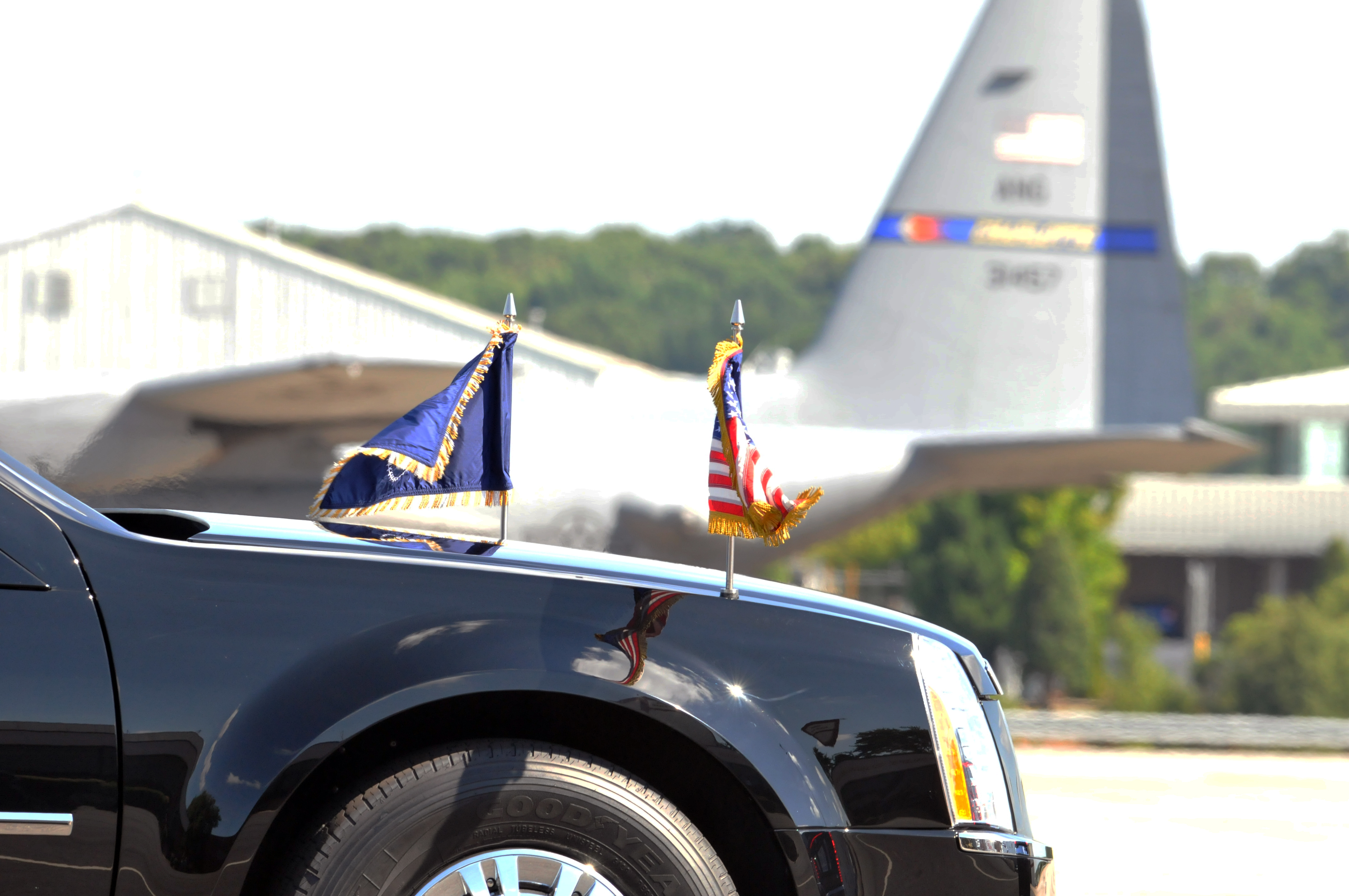 File:A limousine drives President Barack Obama from the