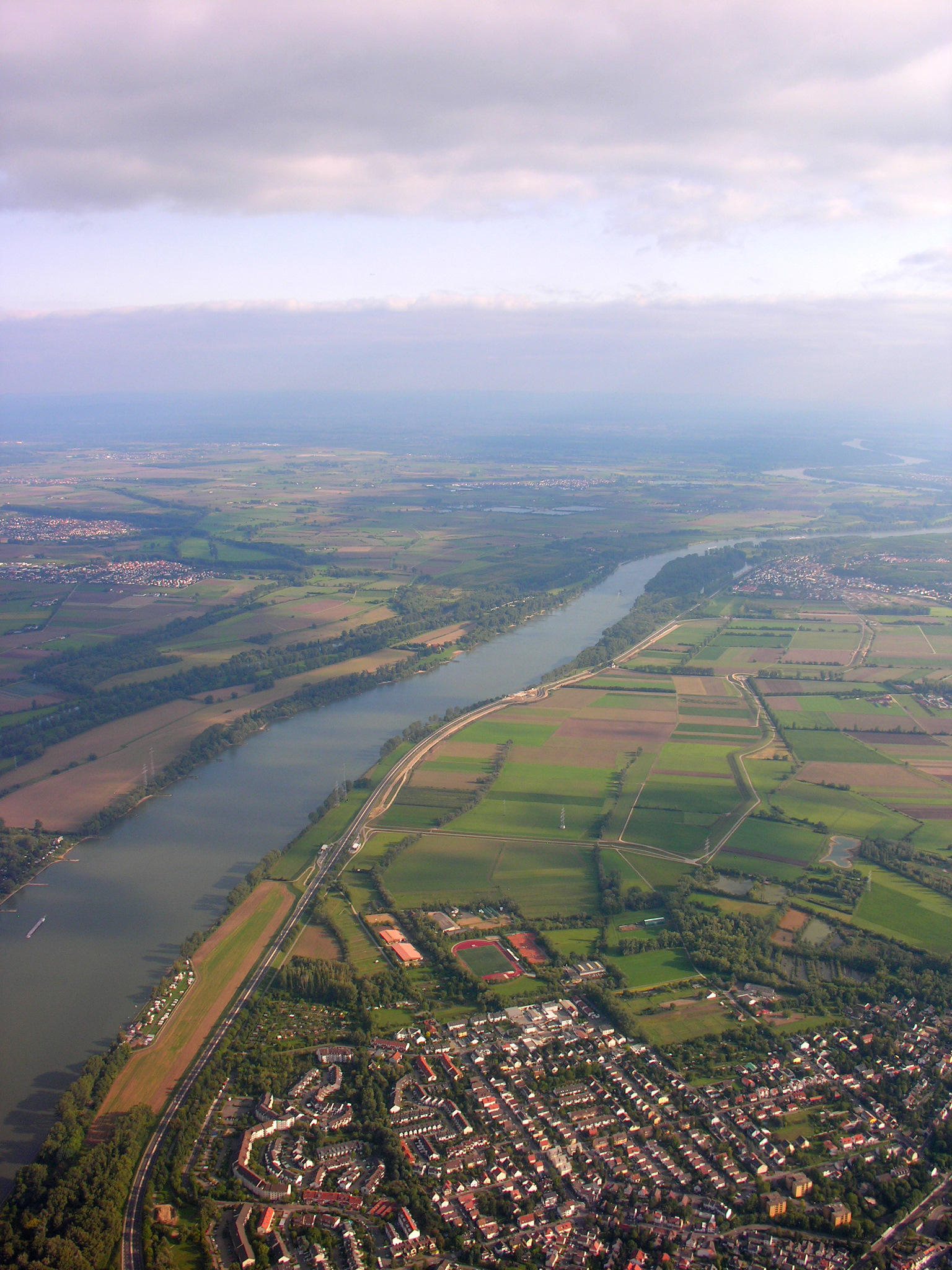 Aerial_View_of_Mainz-Laubenheim_14.09.2008_15-03-26.JPG