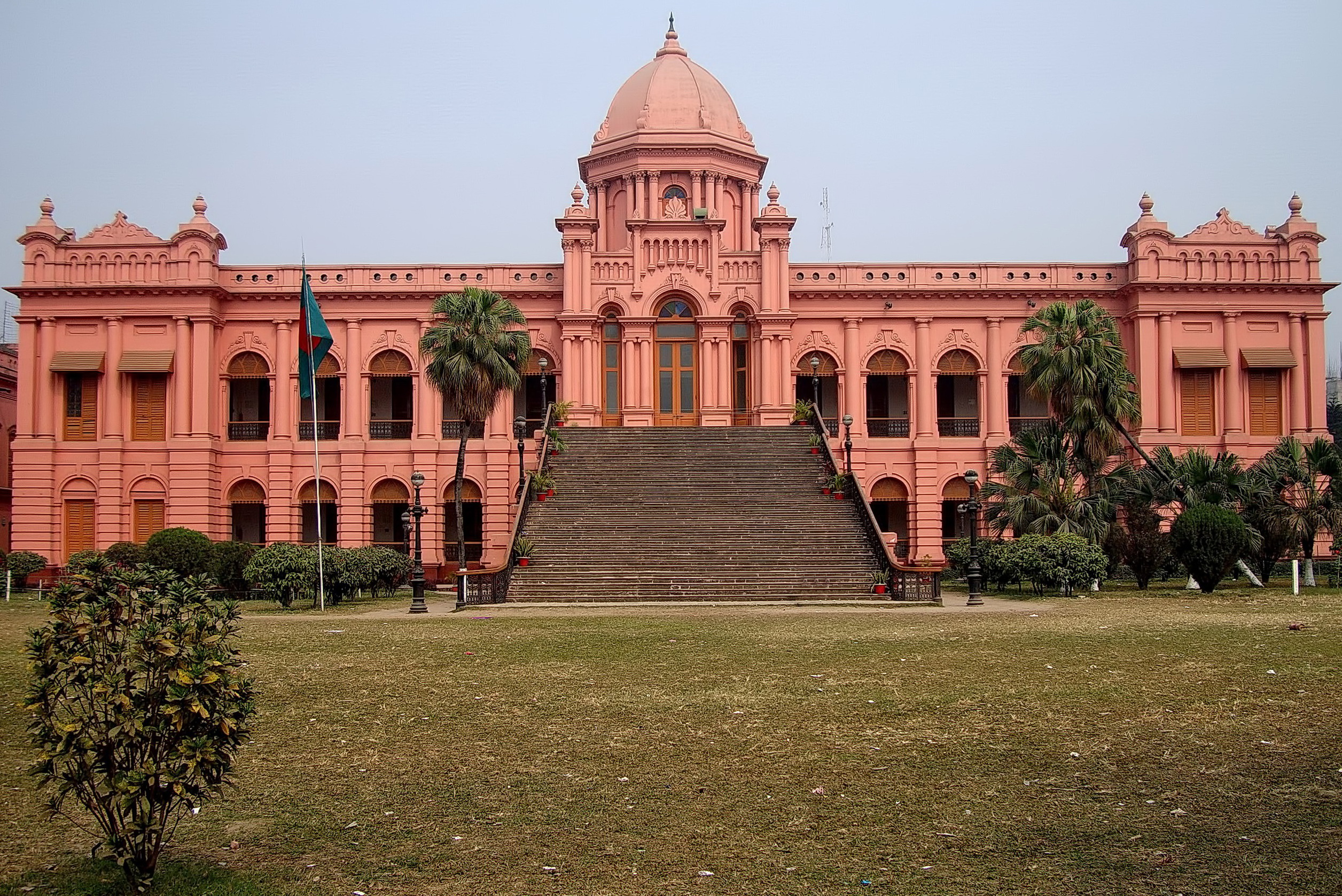 File:Ahsan Manzil-Front View.jpg - Wikimedia Commons