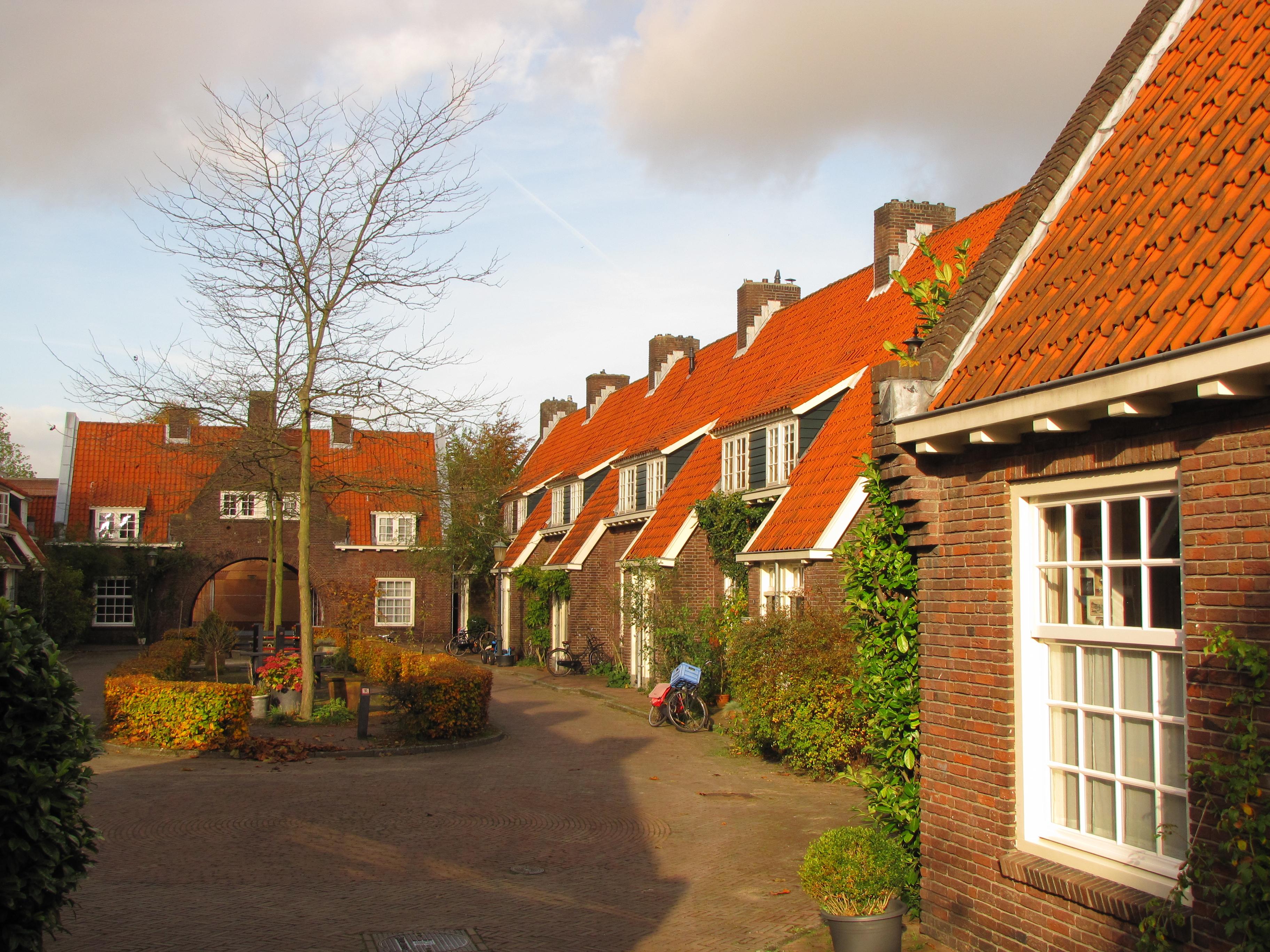 File:Amersfoort, Dreyershofje 1-30 GM0307-442.JPG