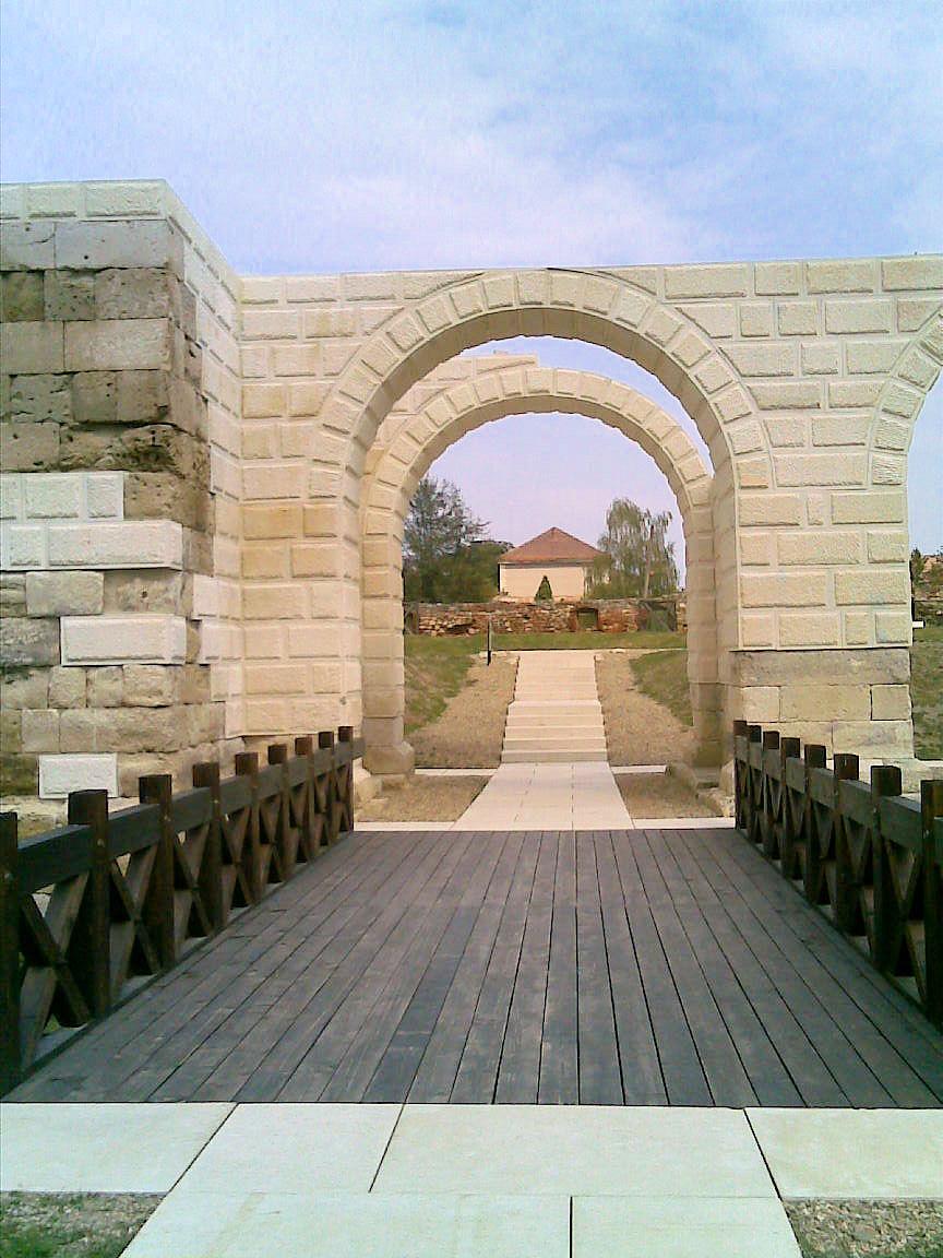 Apulum - Porta Principalis Dextra - 05.jpg