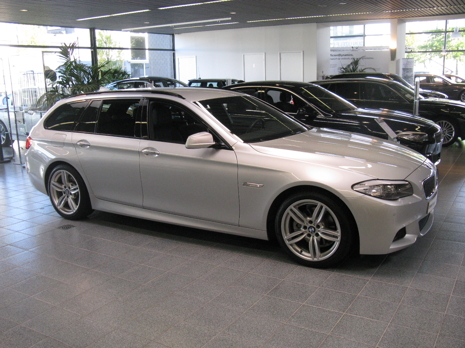 file bmw 520d touring m sport f11 10105553353 jpg wikimedia commons. Black Bedroom Furniture Sets. Home Design Ideas