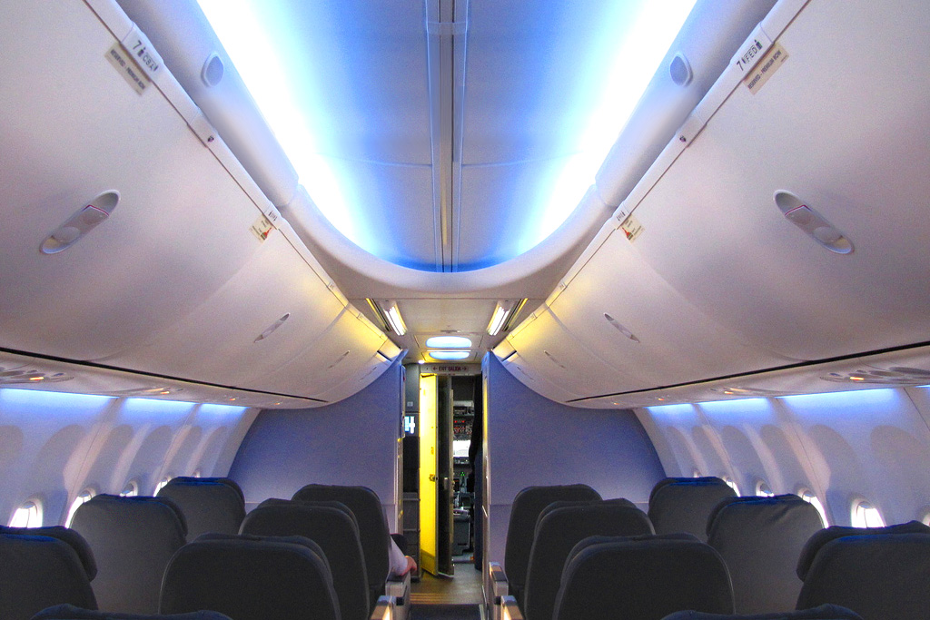 Perfect File:Boeing 737 Next Generation Sky Interior First Cabin