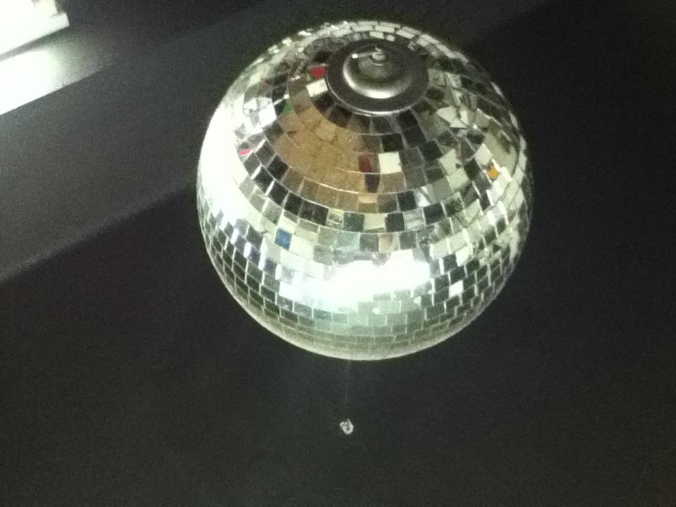 File bola de disco 2014 03 24 21 wikimedia commons - Bola de discoteca ...
