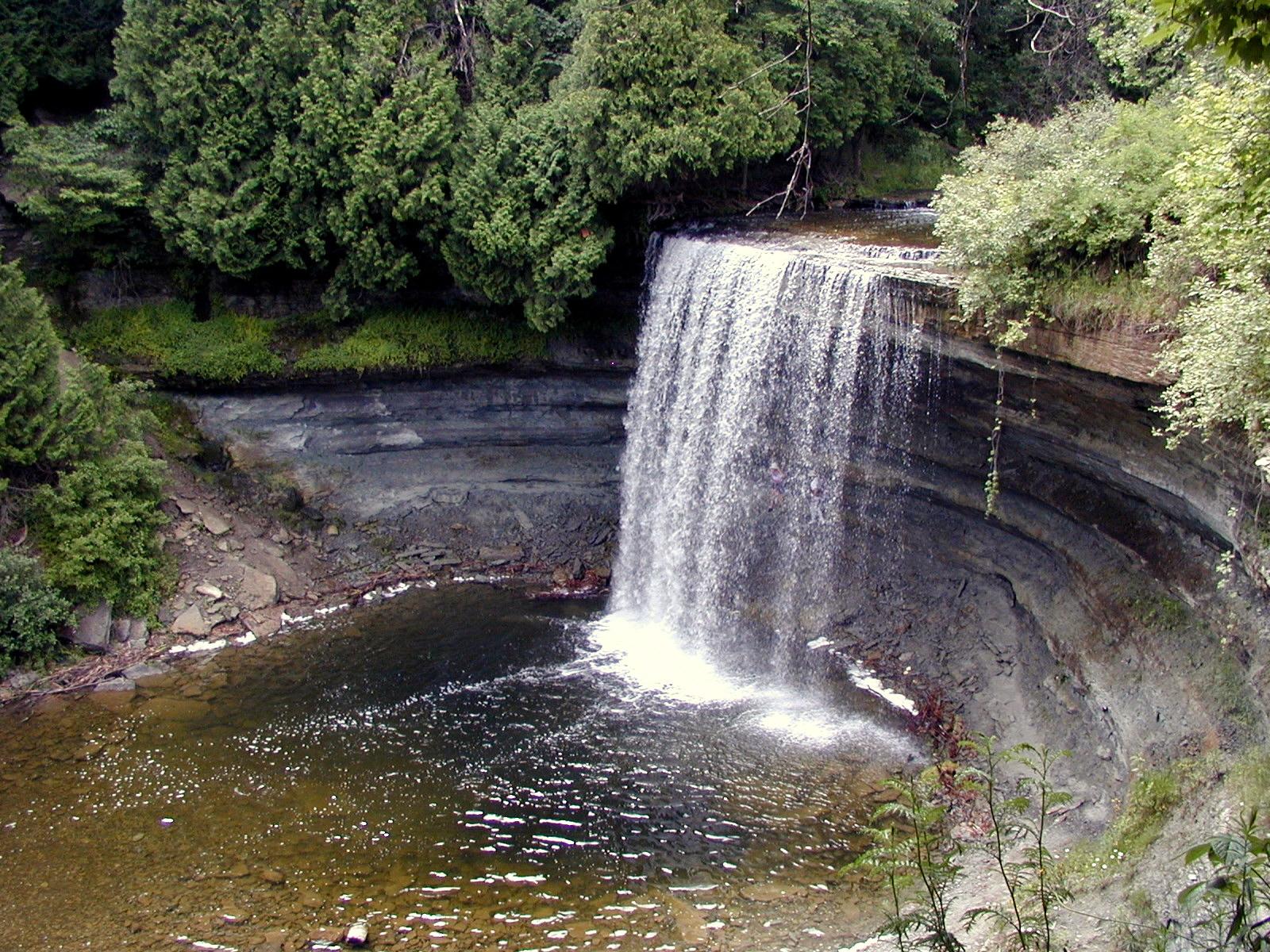 File:Bridal Veil Falls Ontario CA.jpg