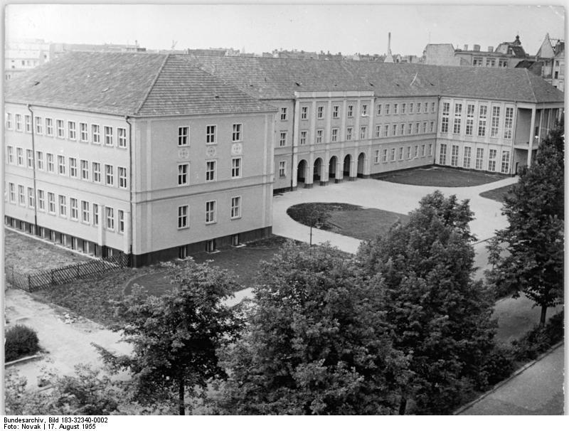 file bundesarchiv bild 183 32340 0002 berlin prenzlauer berg grundschule wikimedia. Black Bedroom Furniture Sets. Home Design Ideas