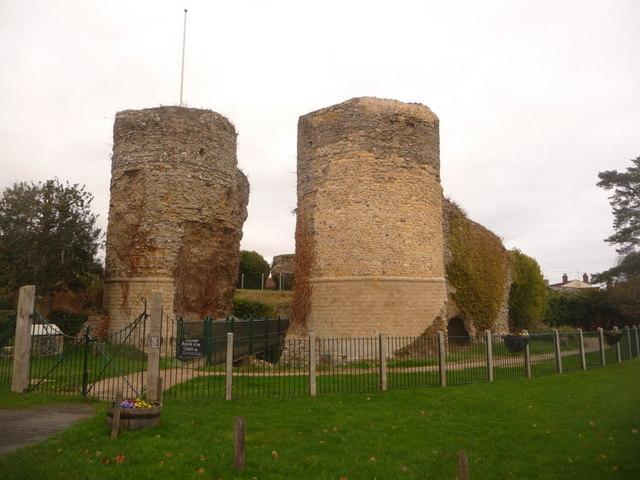 Bungay, Bigod's Castle - geograph.org.uk - 1602690