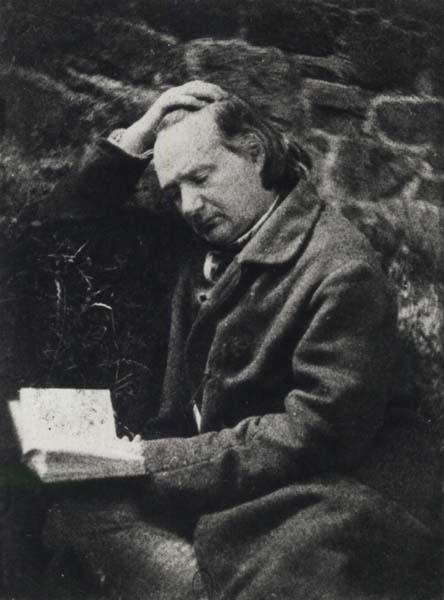 <em>Victor Hugo leyendo delante de una pared de piedra</em>, por Auguste Vacquerie (1853?), Museo de Orsay, París.