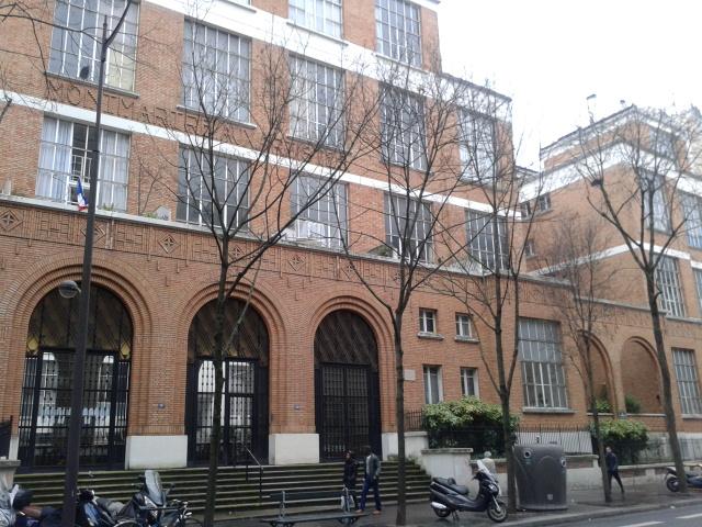 Fichier:Cité Montmartre-aux-artistes façade et partie de l'atrium de droite.jpg